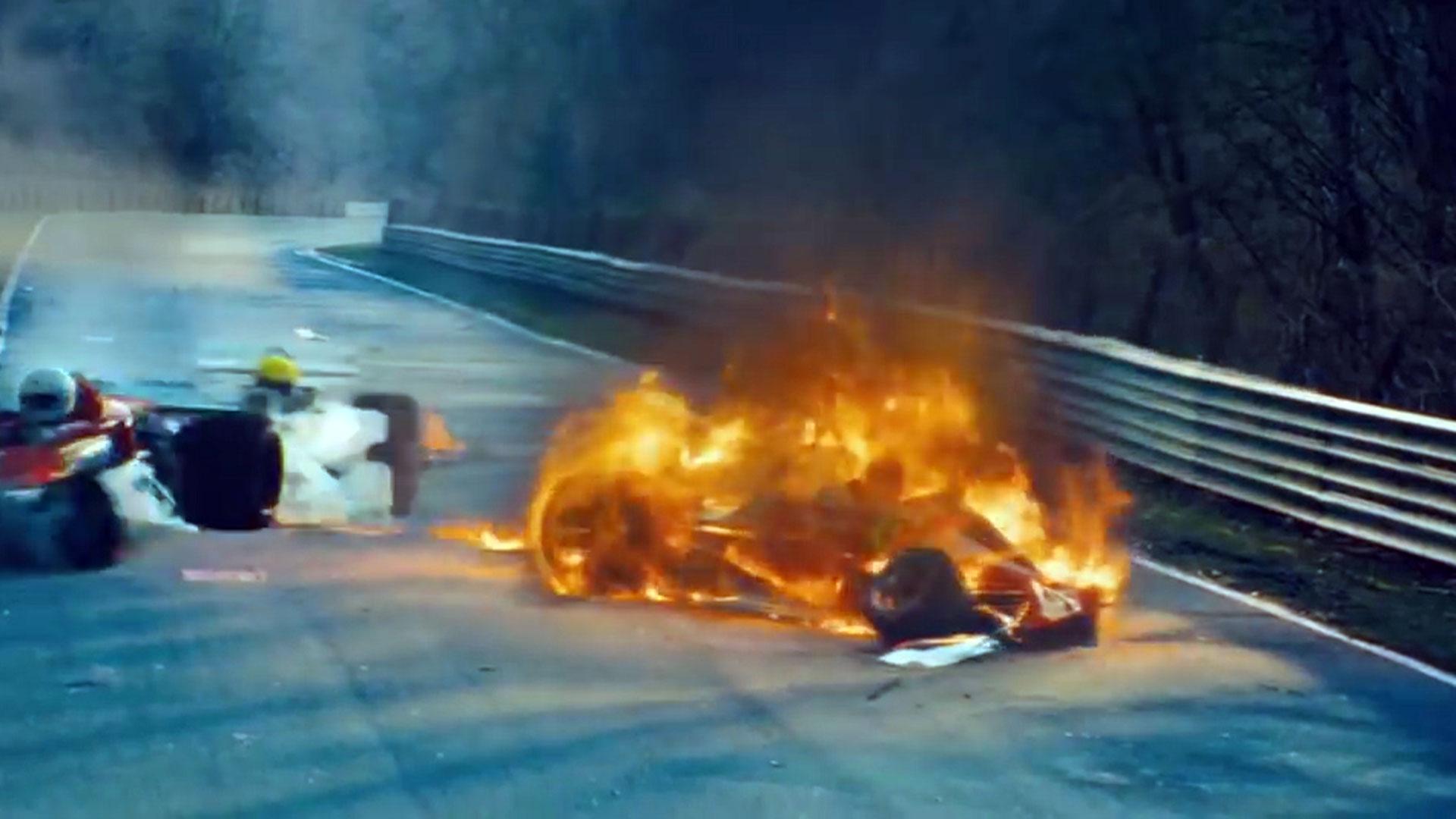 El auto de Niki Lauda en llamas, en un accidente que marcó su vida