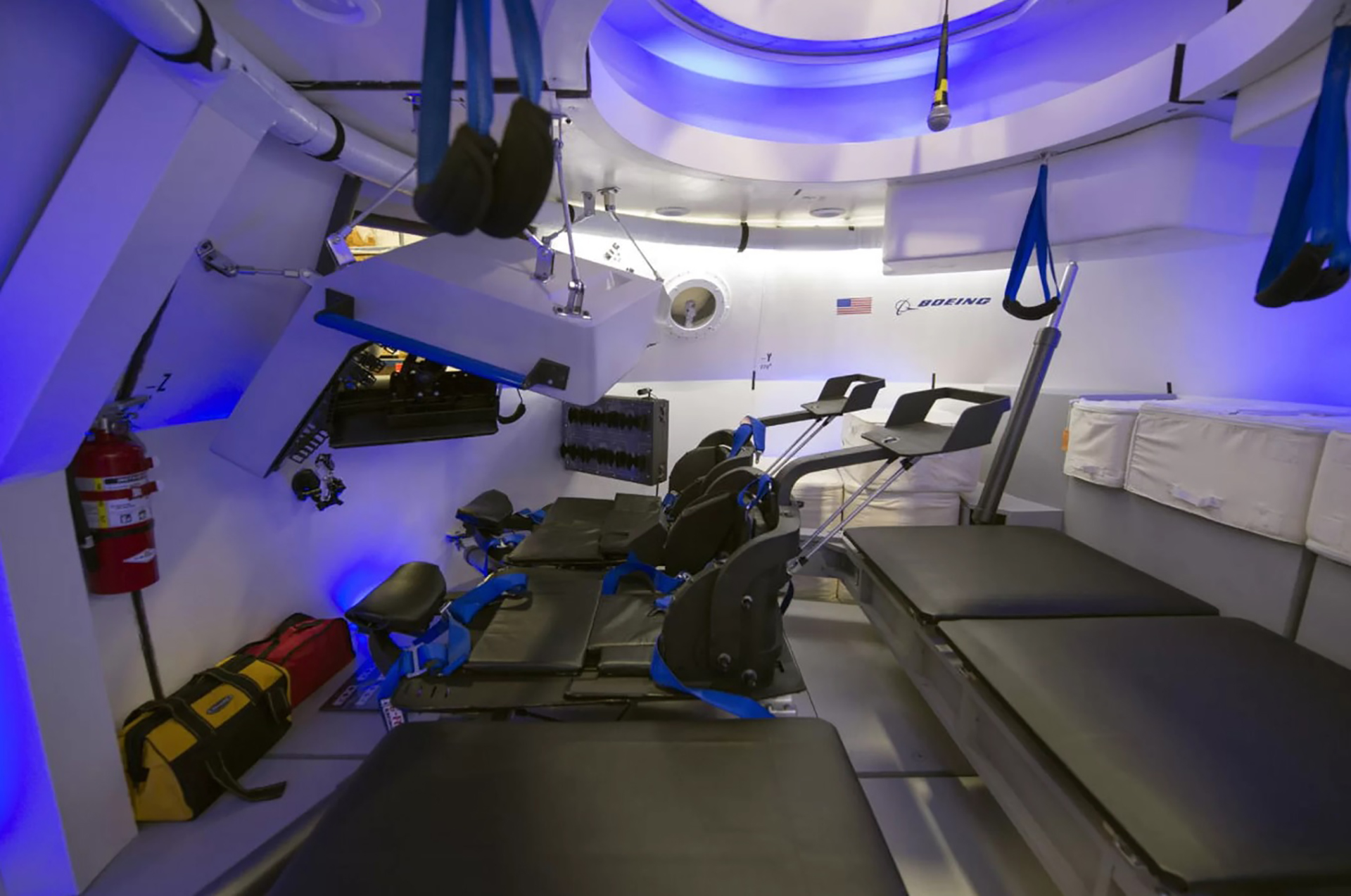 El interior comercial de Boeing de su cápsula espacial tripulada de nueva generación Crew Space Transportation (CST-100), que muestra cómo personas que no sean astronautas de la NASA algún día pueden viajar al espacio