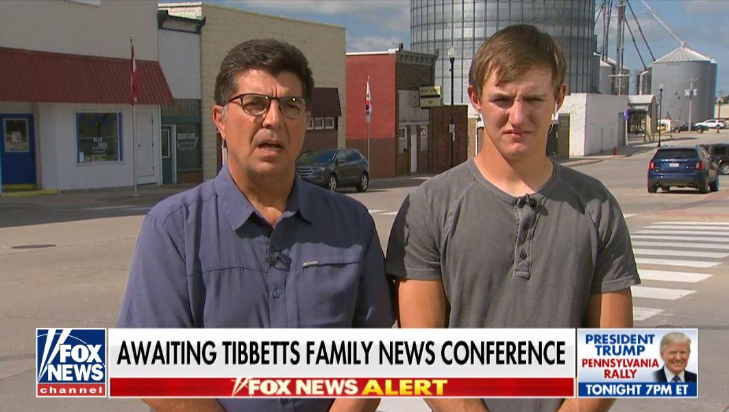 Rob Tibbetts y Dalton Jack, padre y novio de Mollie, durante una entrevistas con Fox News
