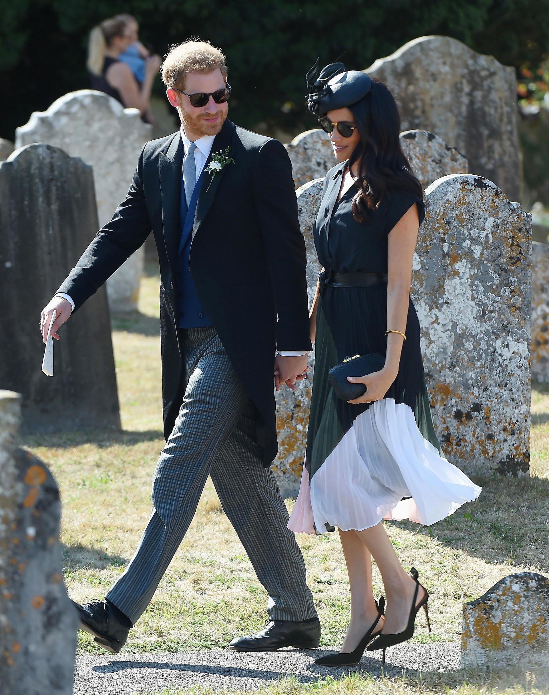 A un mes de la boda real, los duques acudieron al casamiento de la prima de Harry