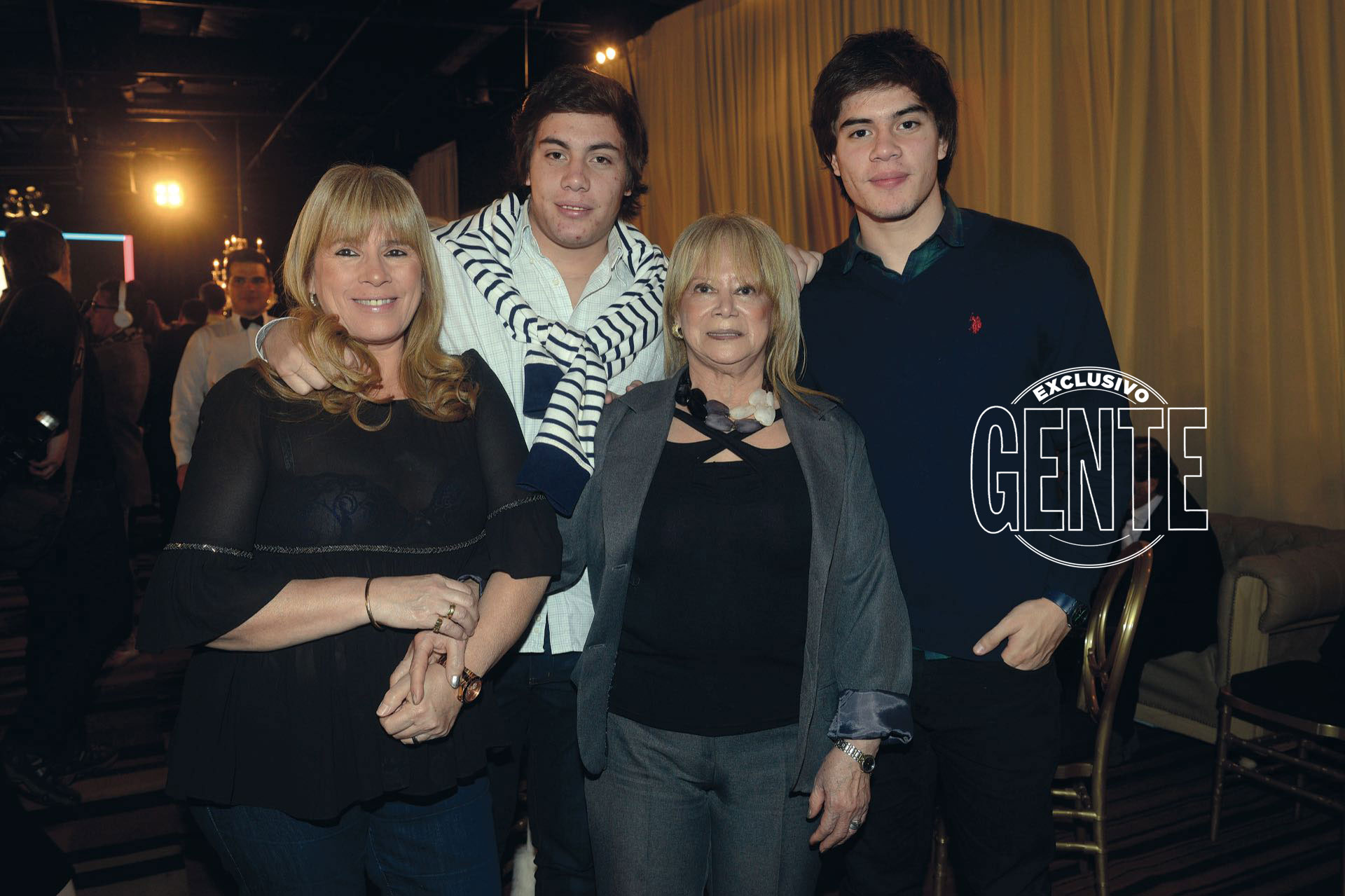 Los Monzón: Pelusa (que les prestó su primera peluca), su hija Silvia y sus nietos Benjamín y Agustín.