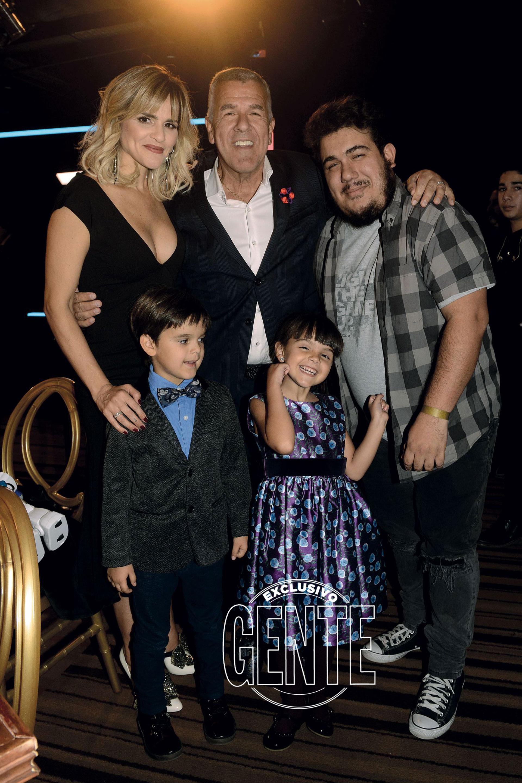 Dady, por su parte, con su mujer Mariela Anchipi y tres de sus cuatro hijos: Franco (de su primer matrimonio también tiene a Bruno), Felipe y Rosario