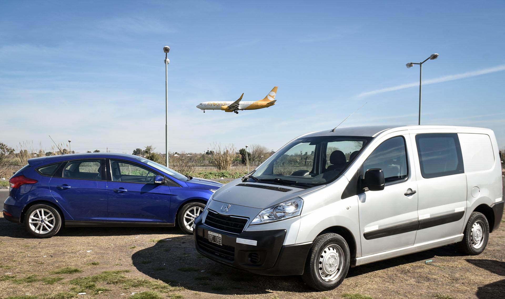 La ruta de proximidad por donde descienden los aviones pasa cerca del barrio Villa Alemania, de Hurlingham, donde habitan los vecinos más disgustados (Guille Llamos)