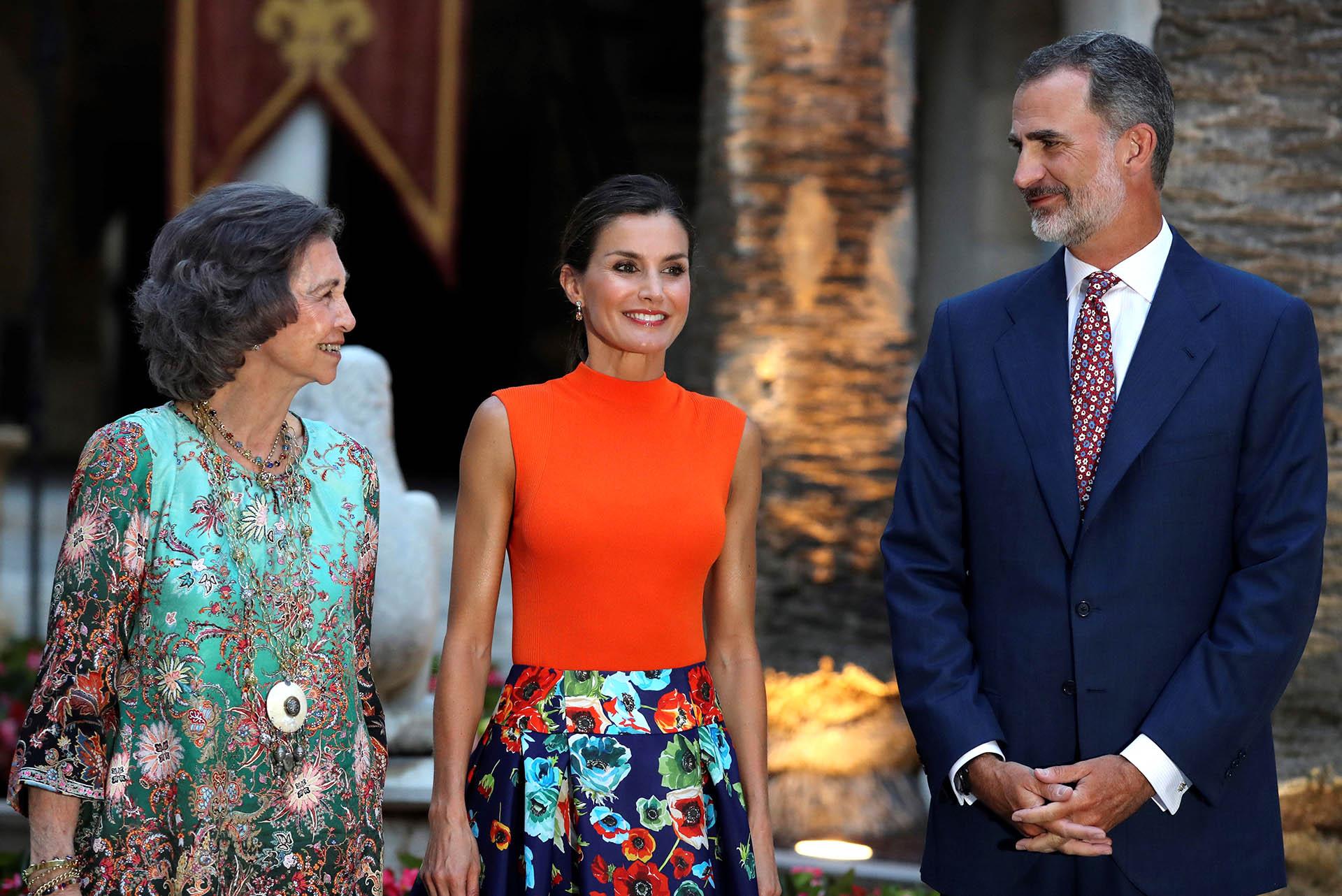 La familia real hizo un alto en sus vacaciones de verano para abrir las puertas del Palacio de La Almudaina y llevar a cabo esta recepción