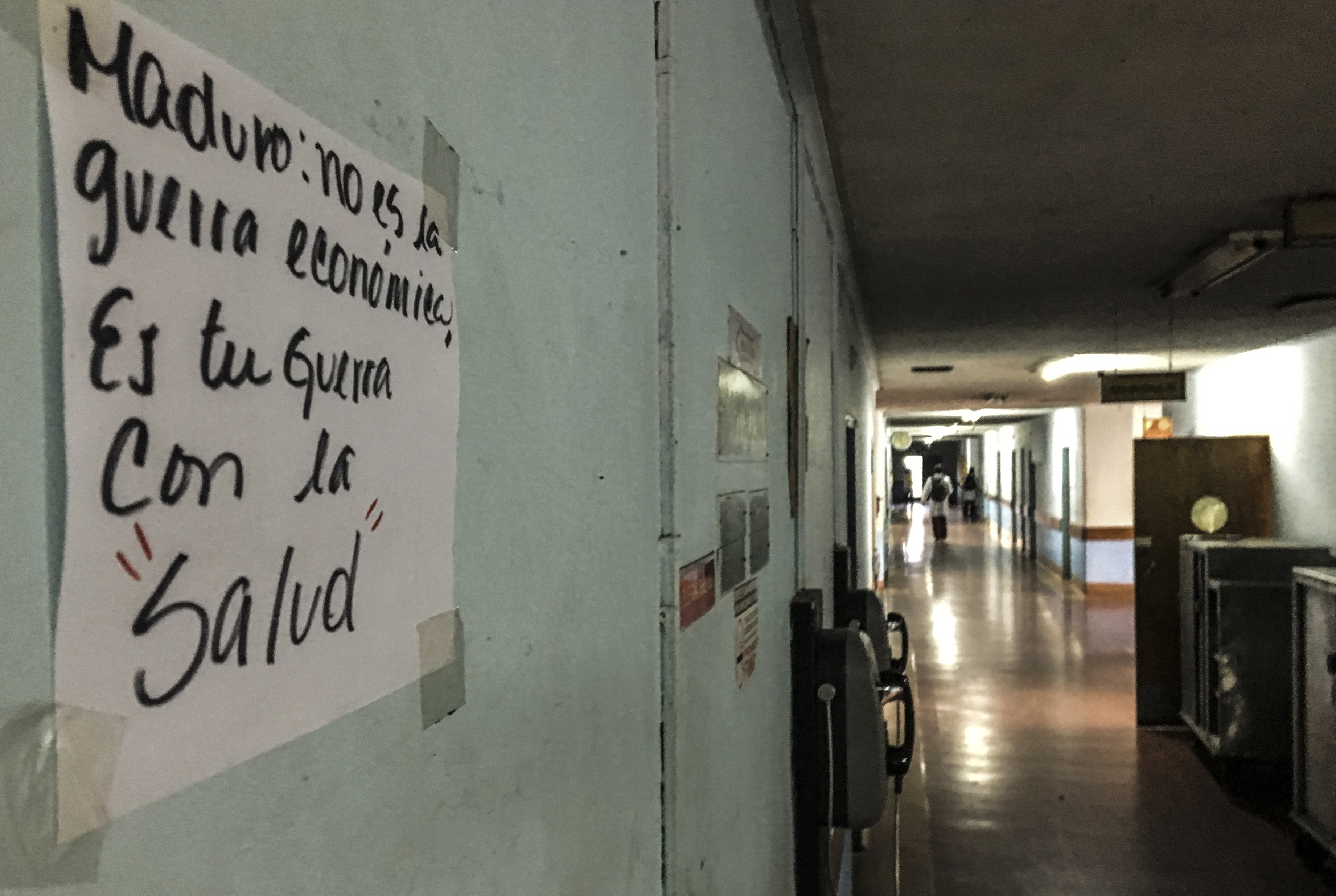 Pese a la cooperación cubana, Venezuela atraviesa la peor crisis sanitaria de su historia (AFP PHOTO / Juan BARRETO)