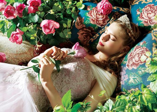 Modelo inspirado en la princesas Aurora de Disney (Disney Japan/ Kuraudia Co)