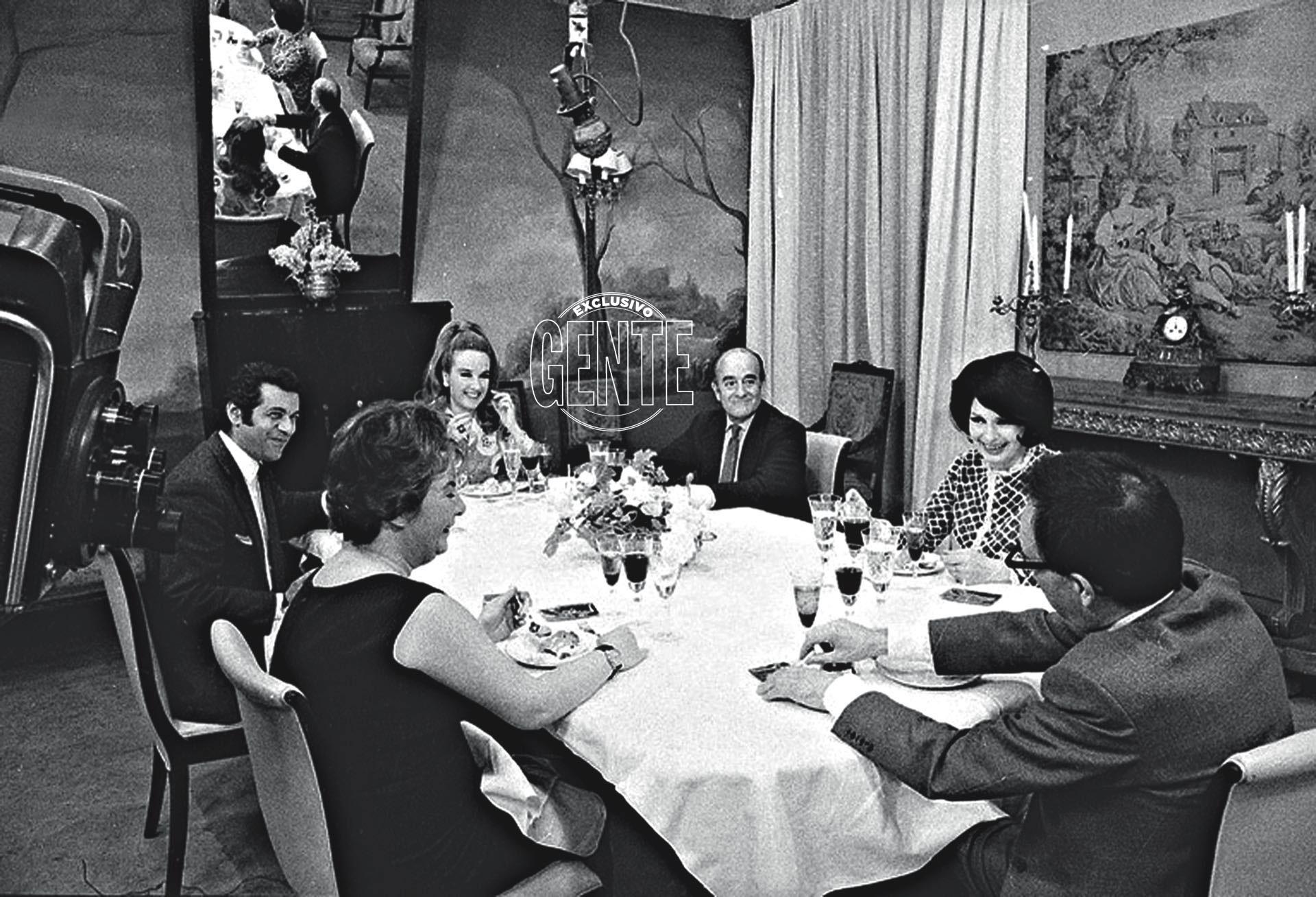 """""""¡No puedo firmar un contrato para hacer un programa comiendo!"""", respondió Mirtha ante Alejandro Romay y Samuel Yankelevich, directivos de Canal 9 en aquel 1968."""