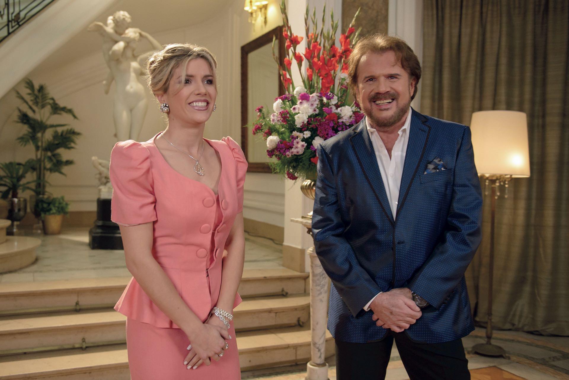 Laurita Fernández el clip de A ésa, con Joaquín Galán.