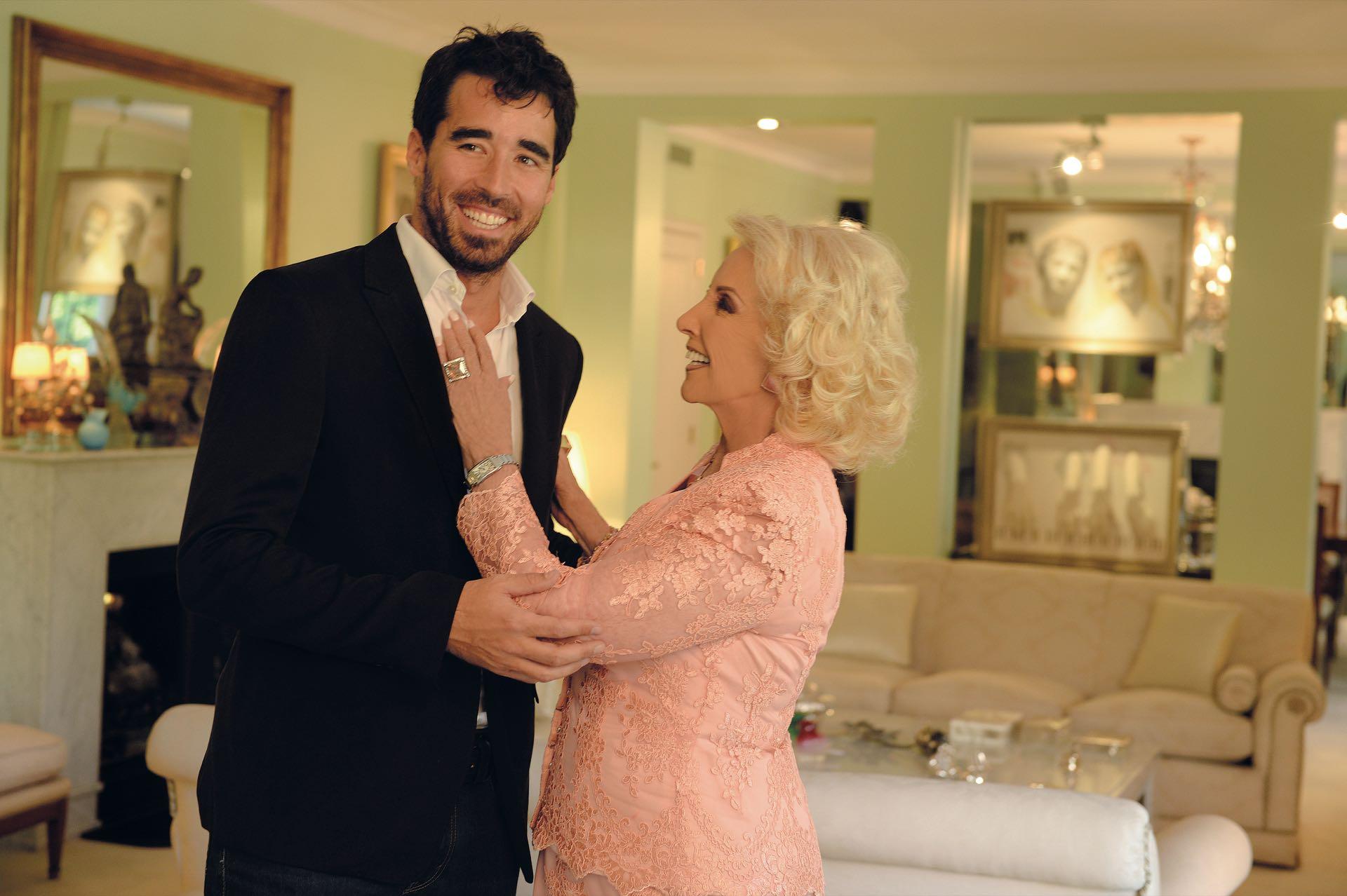 """La estrella, mi abuela. """"Producir a Mirtha es una experiencia enriquecedora"""", dice Nacho Viale (37), su nieto mayor y productor desde 2010."""