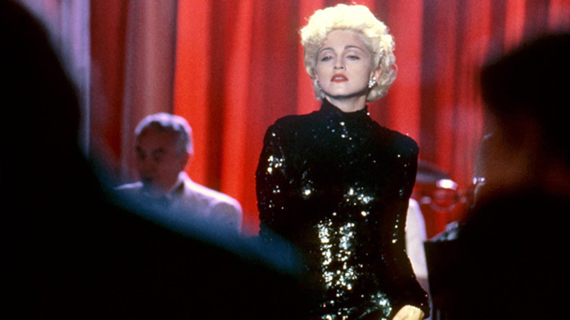 En 1985 Madonna ya era una estrella. Su obra trascendió la música,jugó siempre a enviar poderosos mensajes a favor de la sexualidad placentera y cuestionando la iglesia