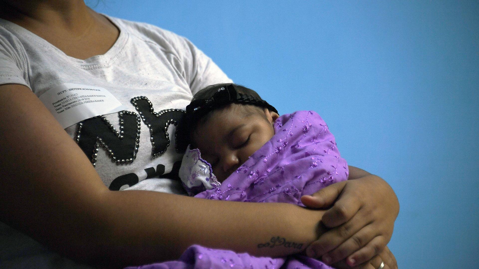 Uno de cada siete bebés de madres con zika tiene problemas de salud (AFP)