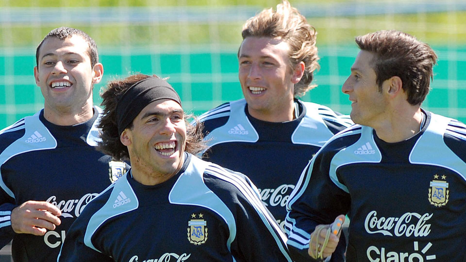 Carlos Tevez y Gabriel Heinze, junto a Javier Mascherano y Javier Zanetti en su paso por la selección argentina (NA)