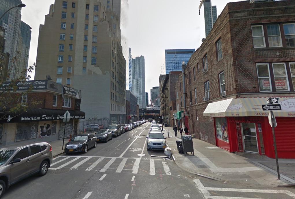 En esta cuadra de la calle 29 y la Avenida 41 de Queens, en Nueva York, fue donde la familia de Sandor Szabo cree que él salió a buscar su servicio de Uber y encontró la muerte (Foto: Google)