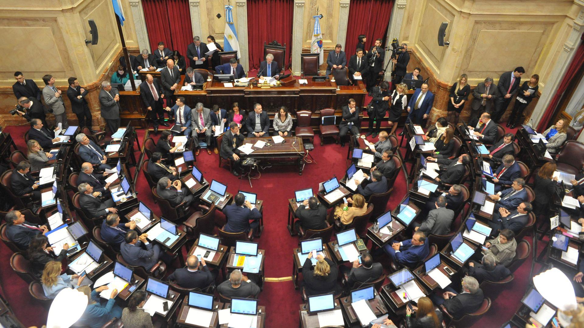 Los senadores en el inicio del debate por el aborto legal