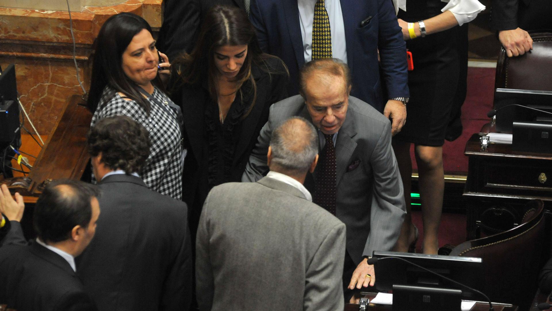 El senador riojano Carlos Menem acompañado por su hija Zulemita