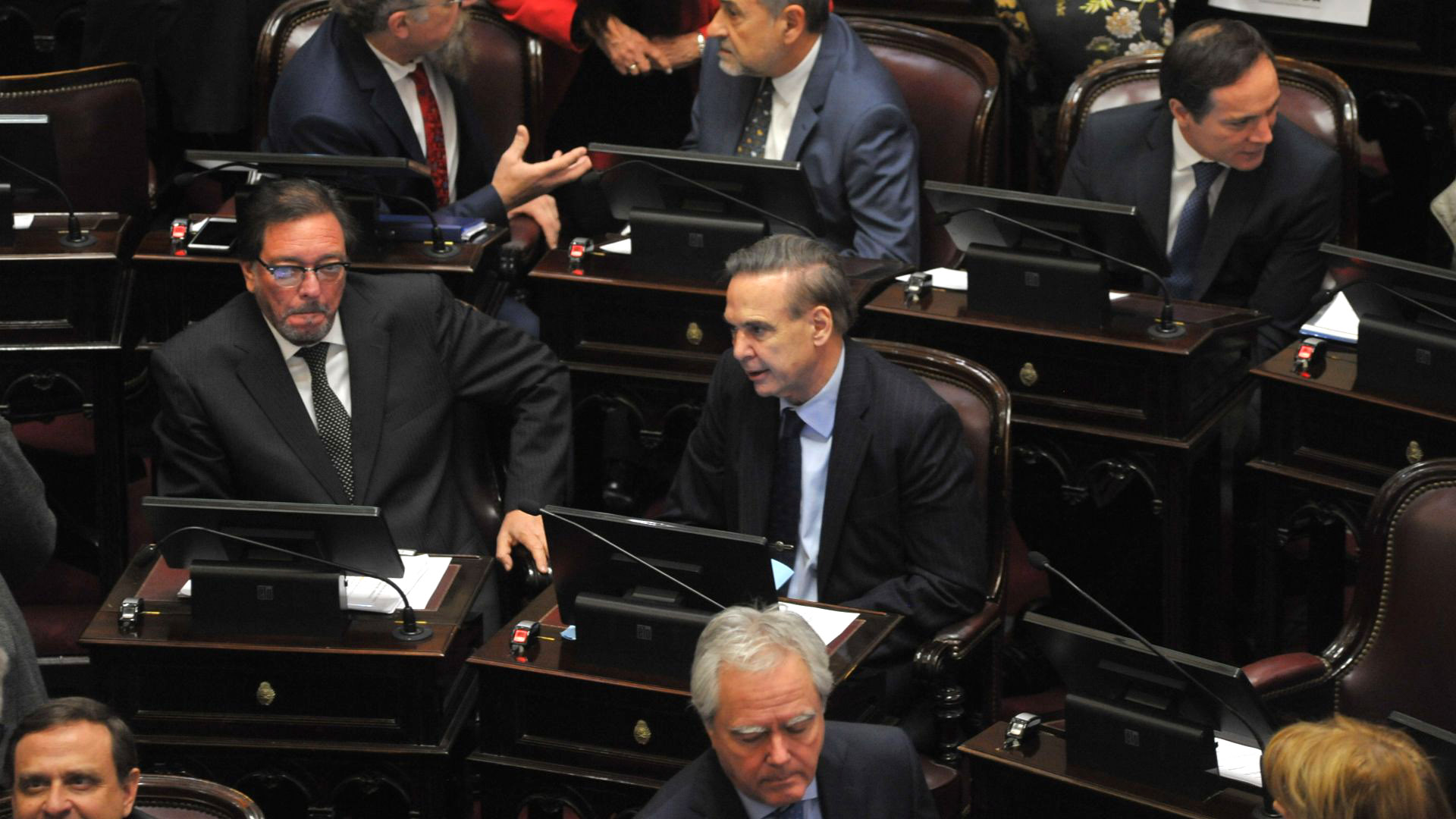 Los senadores peronistas Pedro Guastavino y Miguel Pichetto