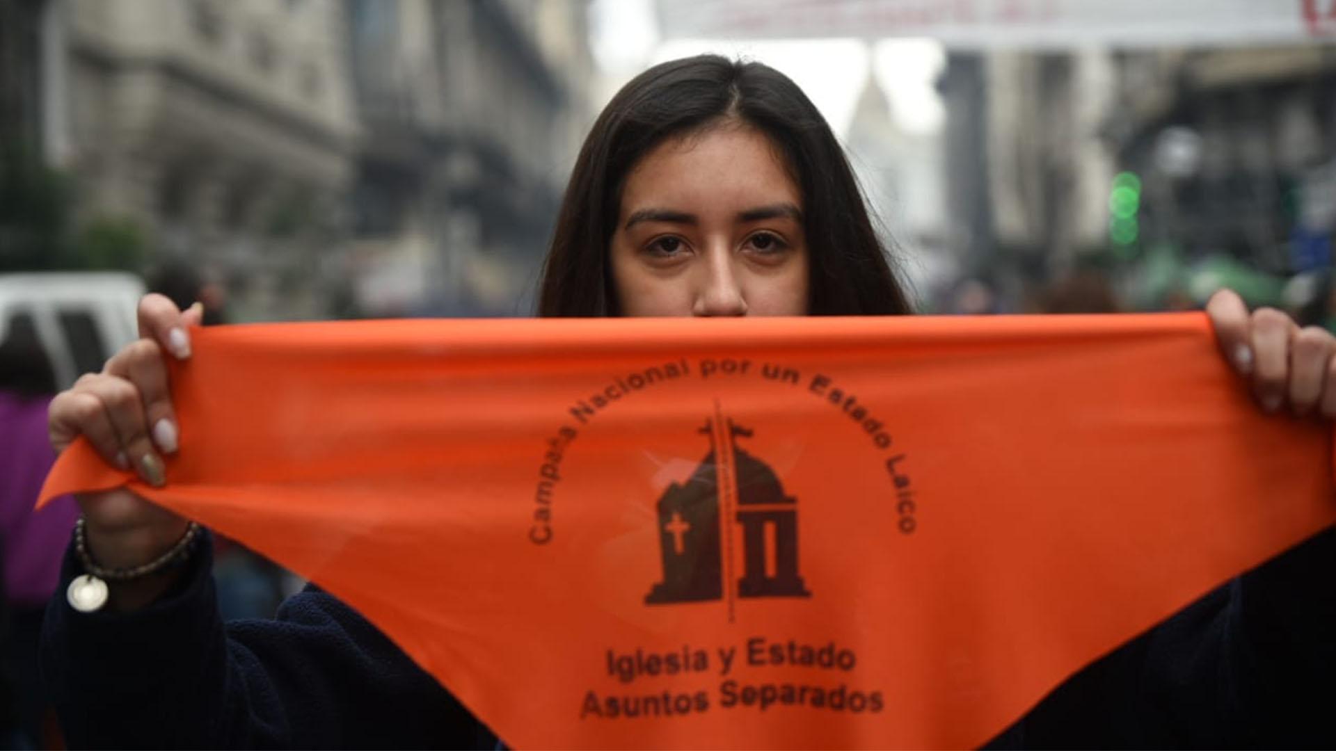 Qué Significan Y Qué Piden Los Pañuelos Naranjas Que Pueblan La Movilización Por El Aborto Legal Infobae