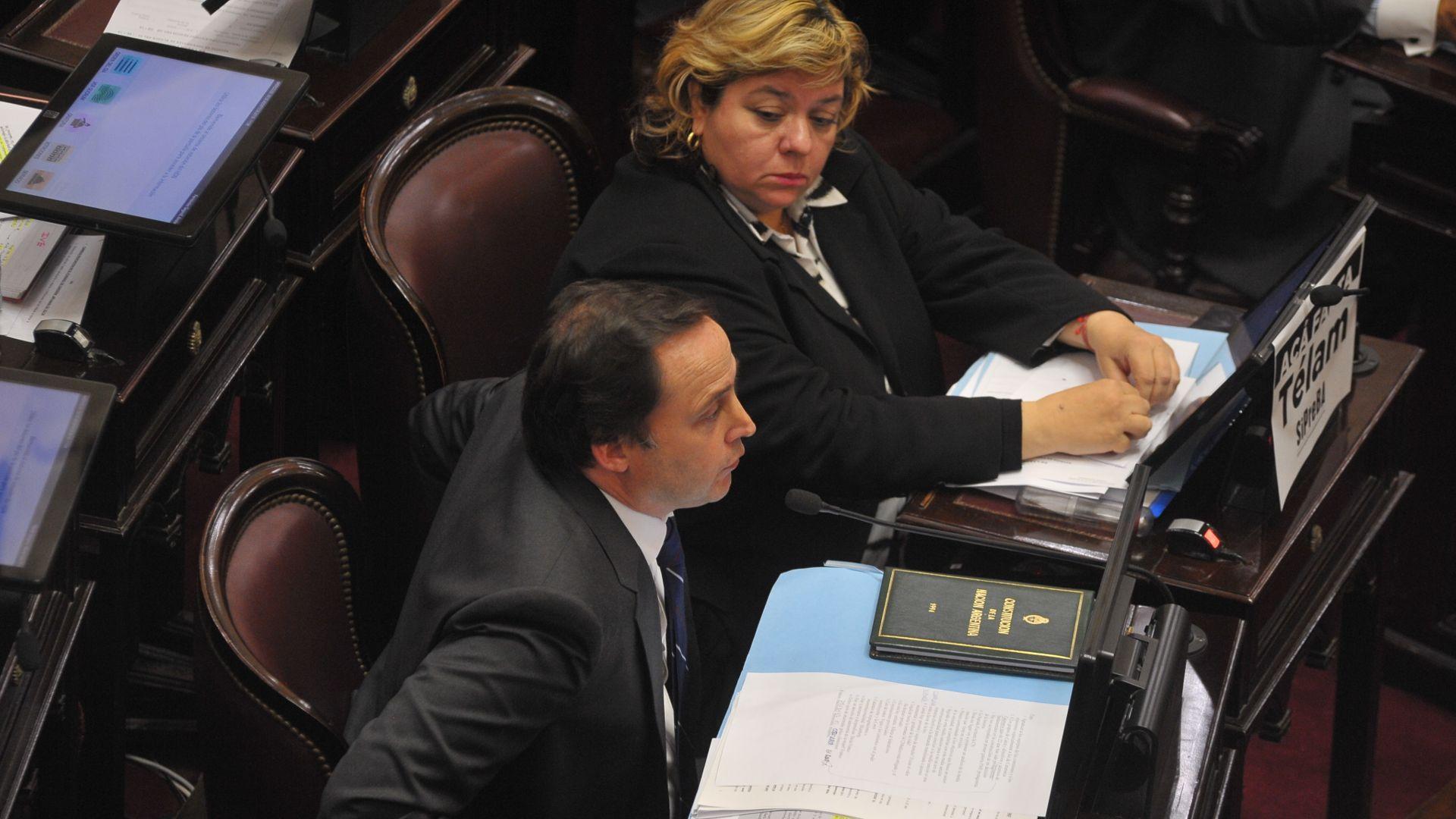 Los senadores peronistas Dalmacio Mera y María Teresa González