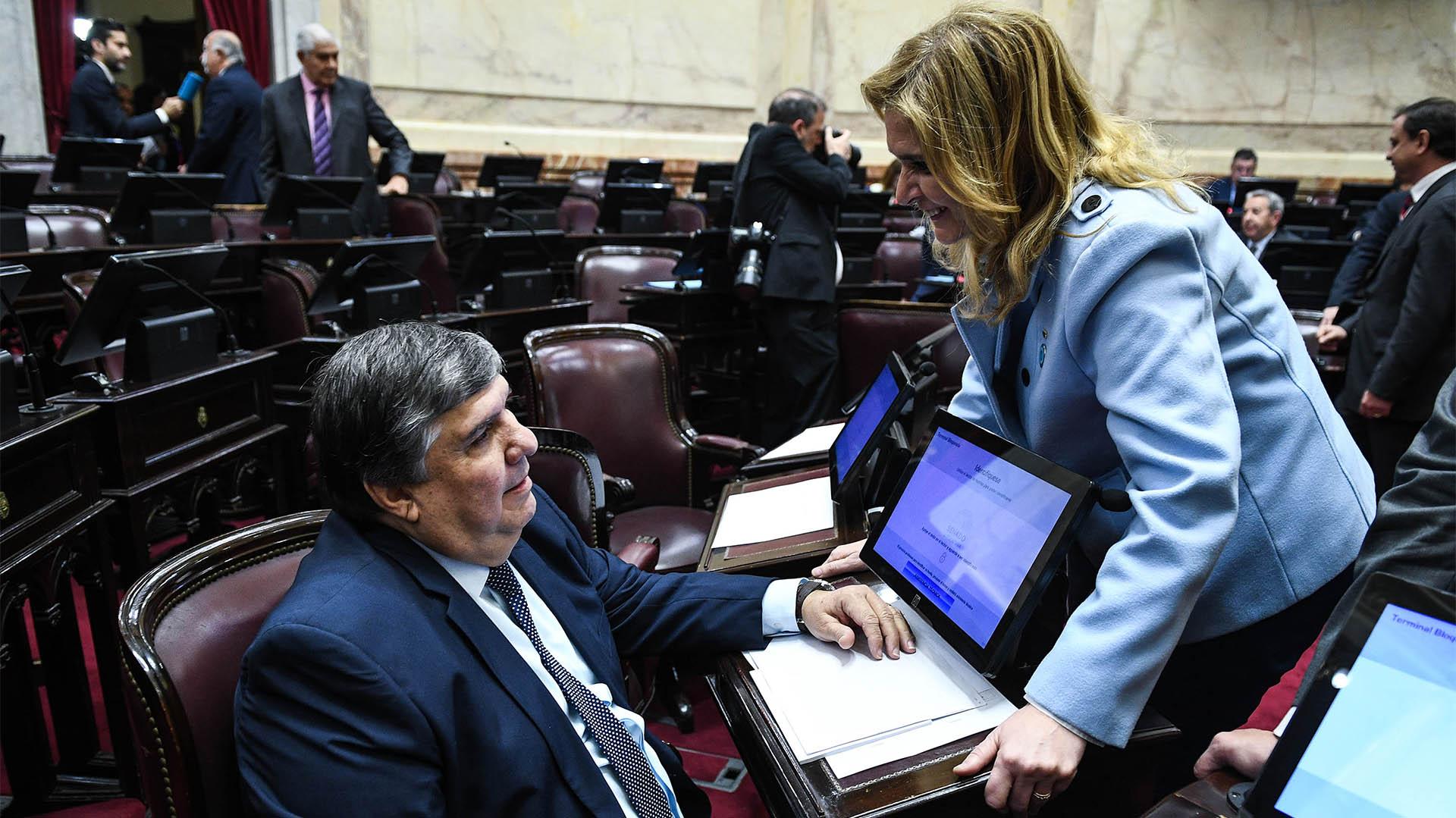 La senadora de Cambiemos Silvia Elías de Pérez y el senador peronista José Mayans