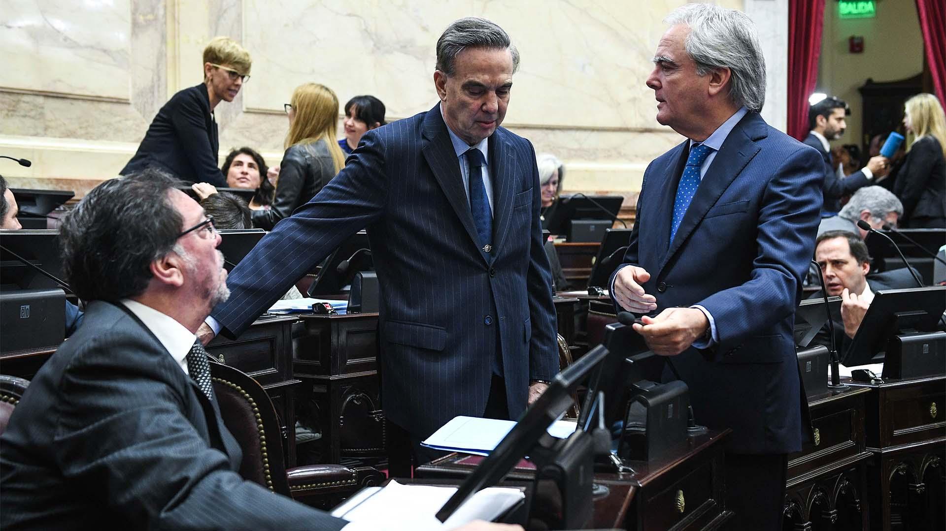Los senadores Pedro Guastavino, Miguel Pichetto y Federico Pinedo