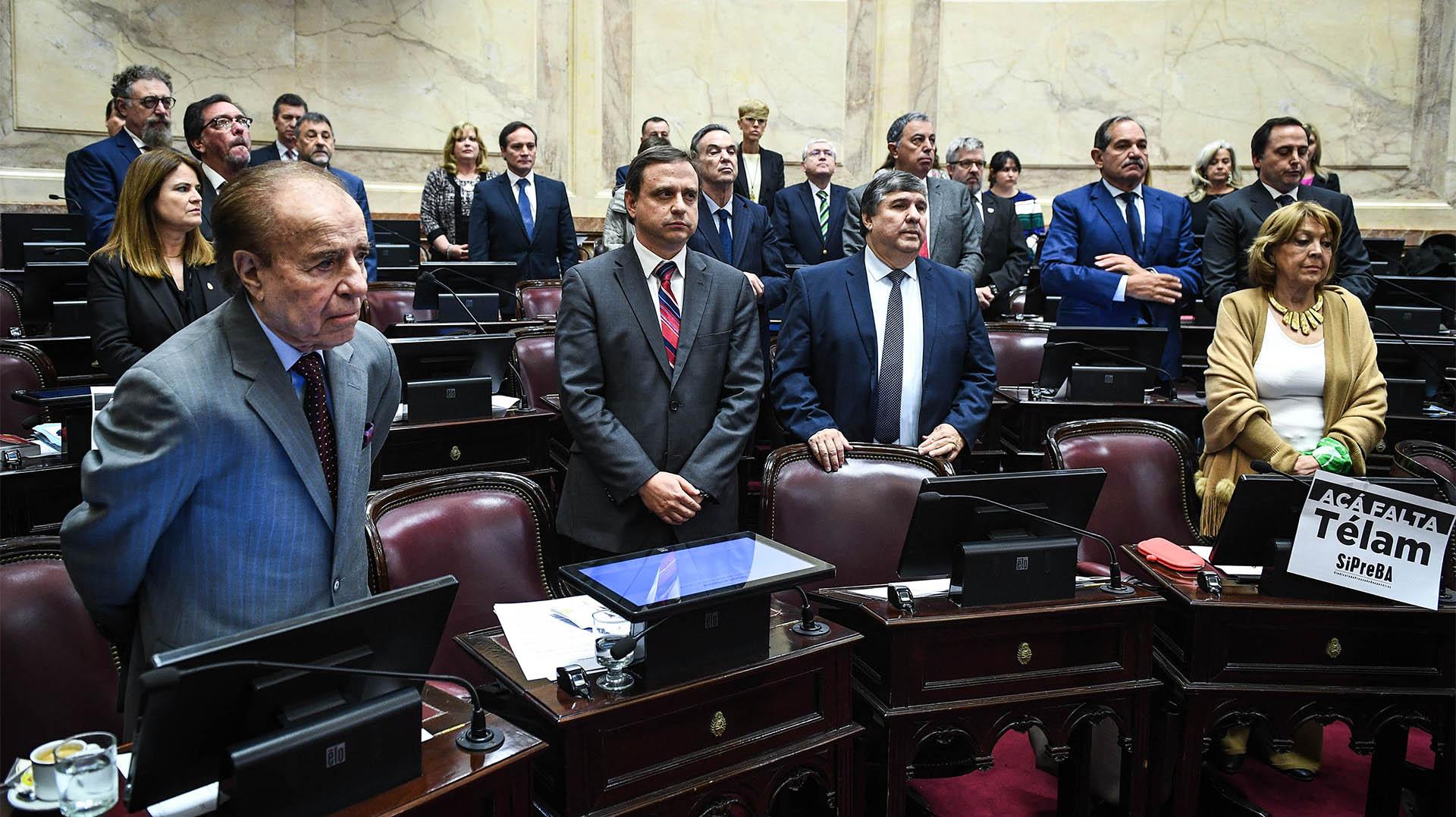 Los senadores peronismo en el inicio de la sesión