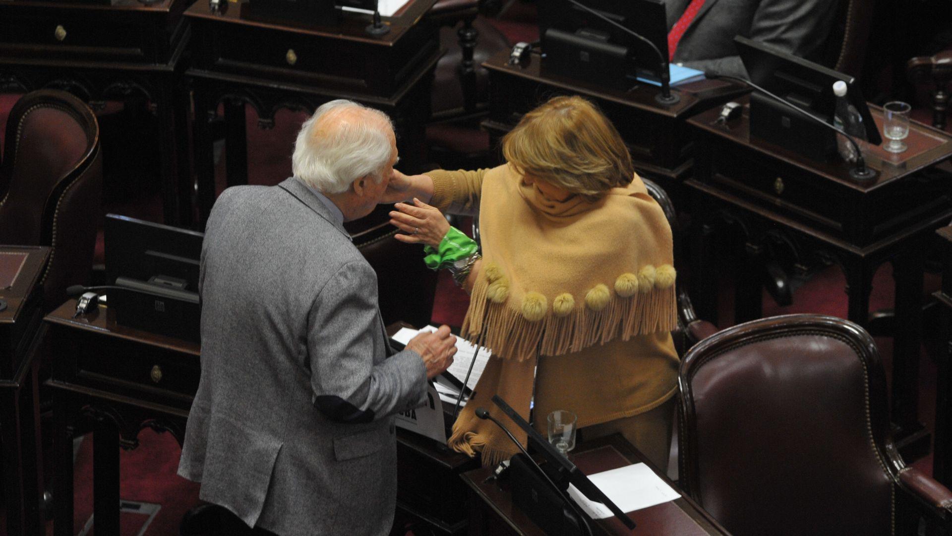 La senadora Norma Durando y el senador Pino Solanas