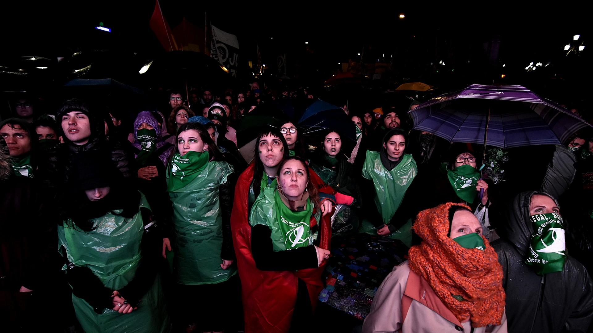Manifestación a favor de la legalización del aborto mientras la ley se debatía en el Senado (Foto: Nicolás Stulberg)