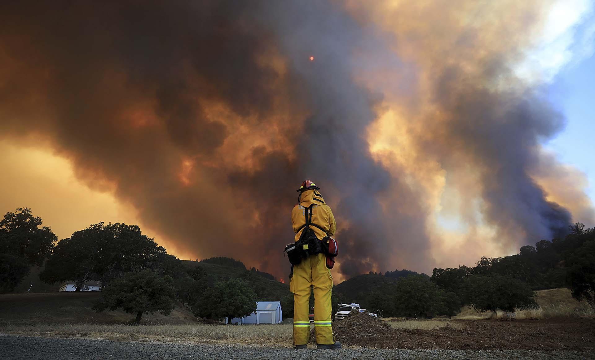 """Por el contrario, el incendio """"Ranch"""", que es cinco veces más grande que el """"River"""", solo ha podido contenerse en un 46 %"""