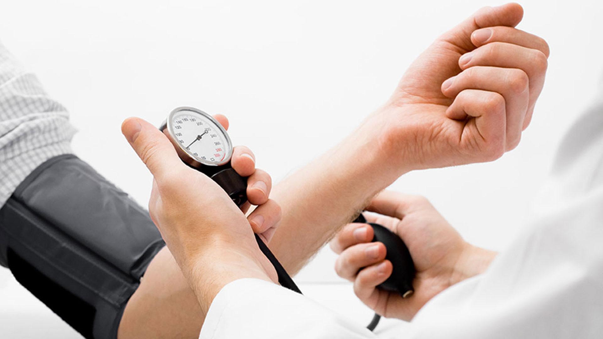 Cuánto más alta es su presión arterial después de comer