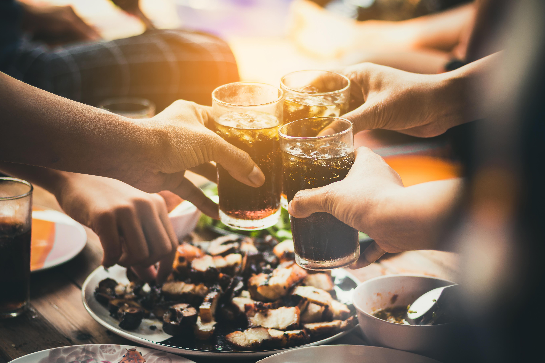 En algunos restaurantes están cobrando un recargo para aquellos que desean compartir un mismo plato