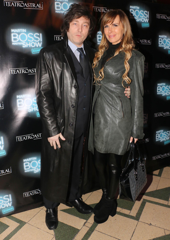 El economista Javier Milei y la cantante Daniela están de novios. Ya dieron entrevistas en varios medios hablando de su romance….