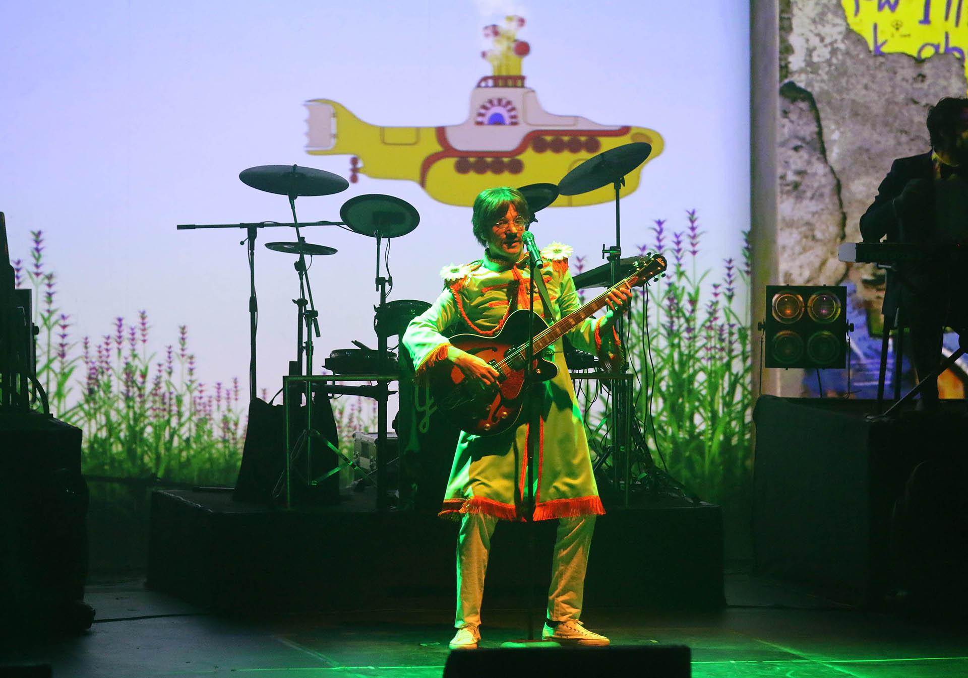Bossi, en la piel de John Lennon