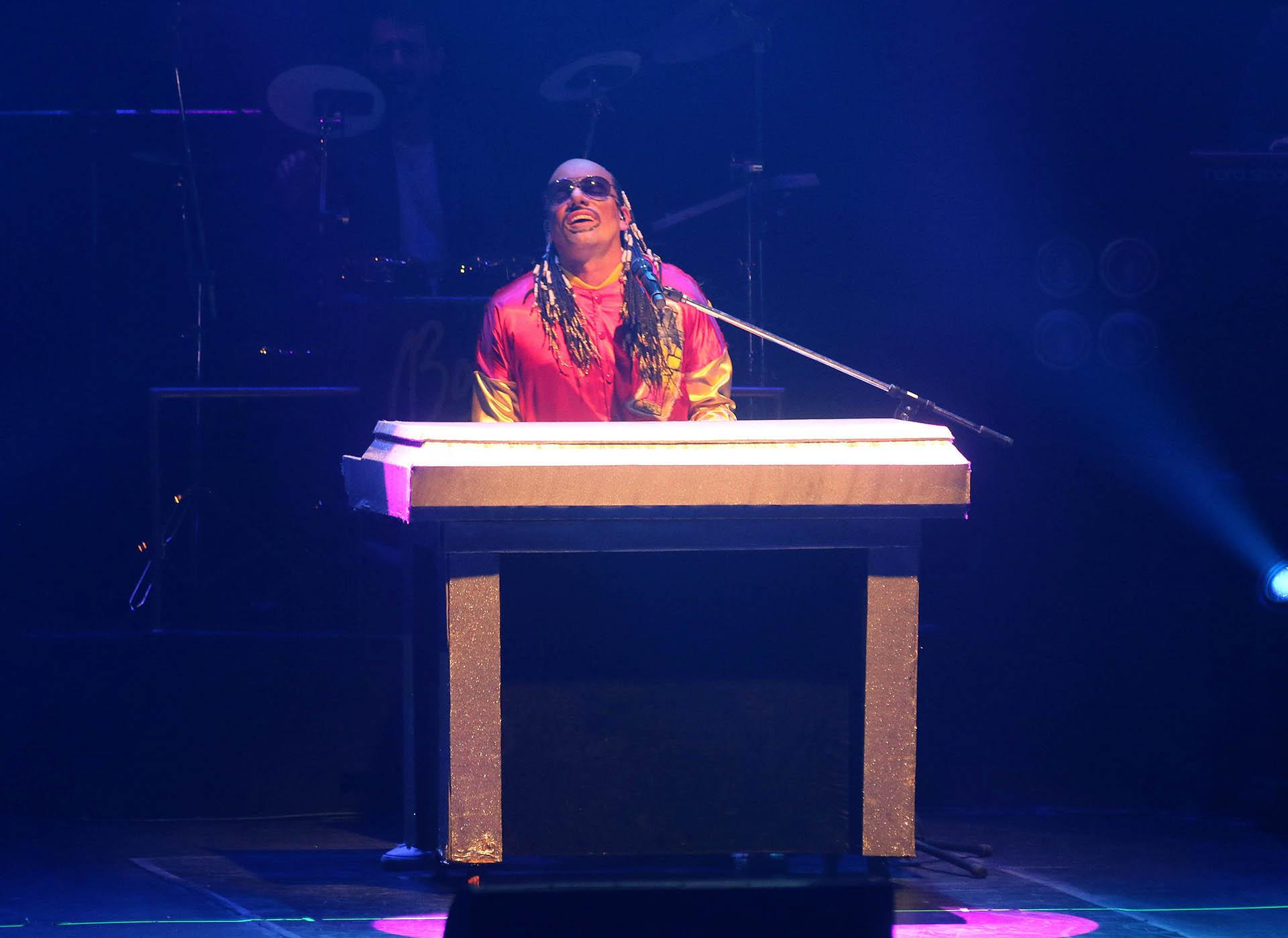 La imitación a Stevie Wonder