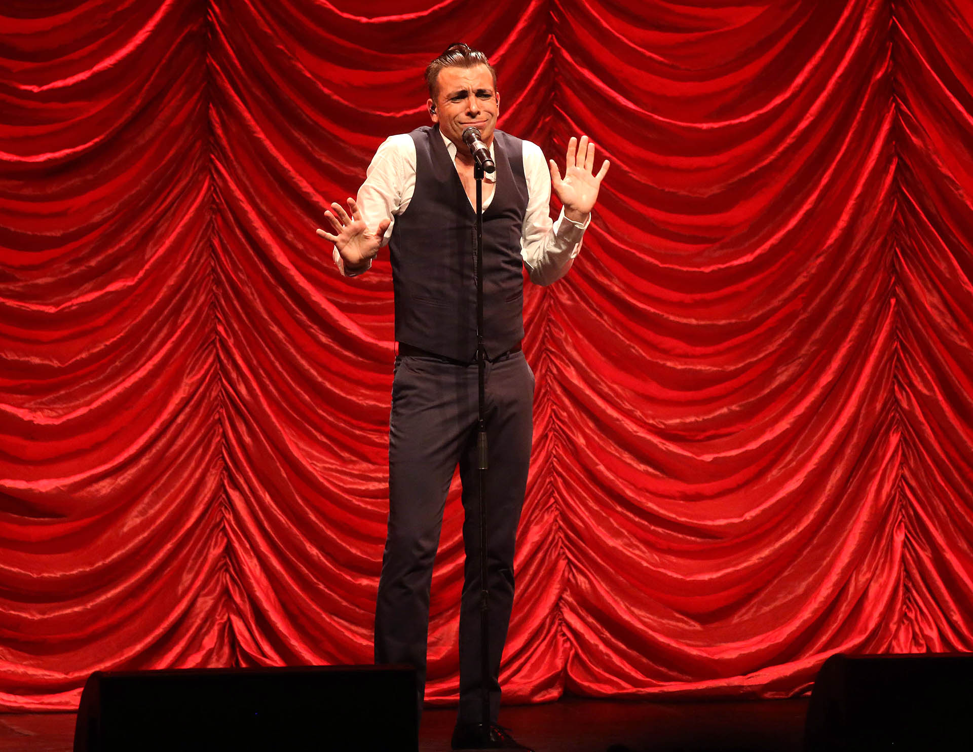 """En el teatro Astral, el actor reestrenó el exitoso espectáculo """"Bossi Master Show Iconos"""" (Verónica Guerman / Teleshow)"""