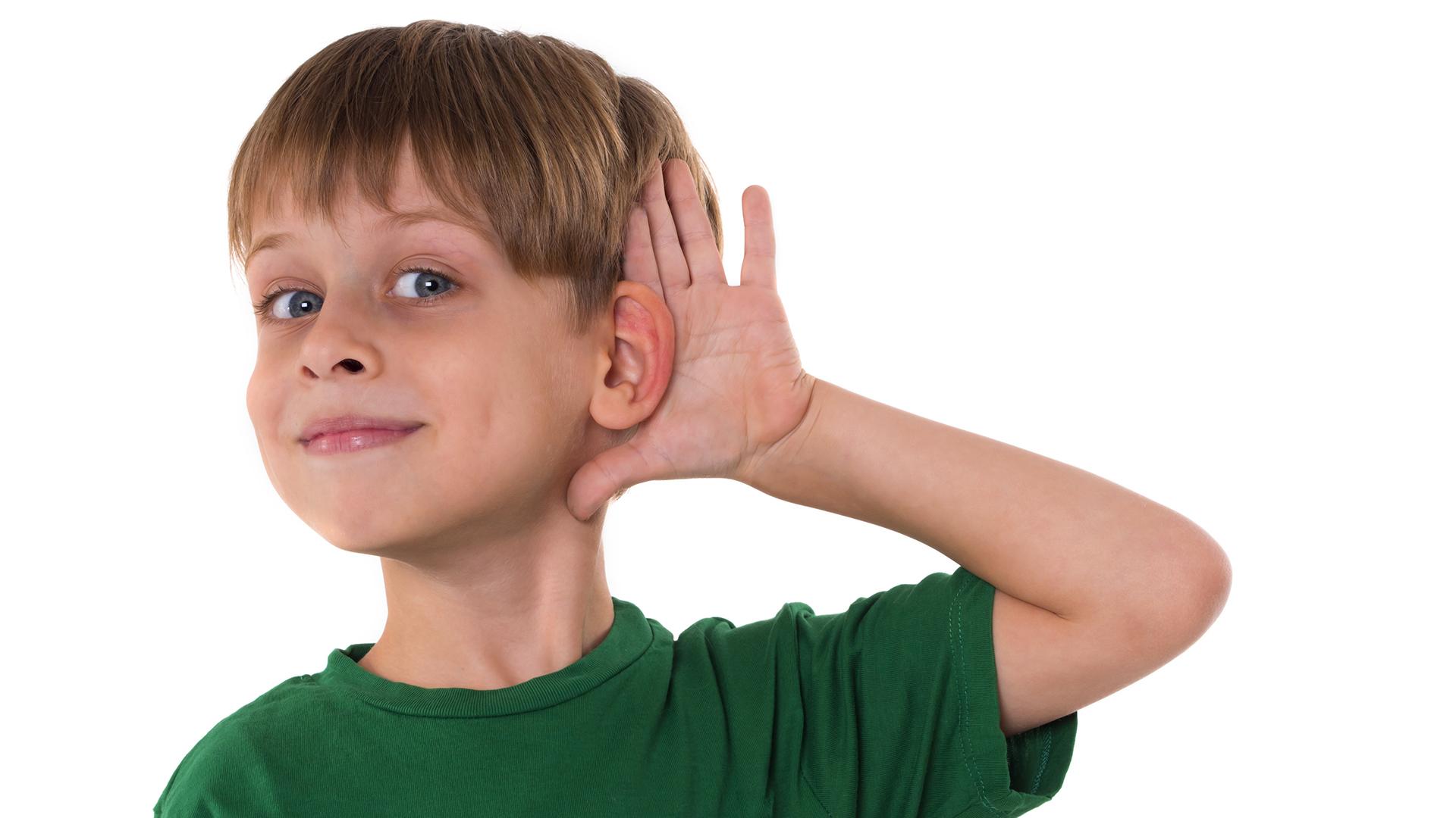 El sistema de conducción ósea es una opción de tratamiento para personas con pérdida auditiva conductiva o unilateral profunda (Getty)