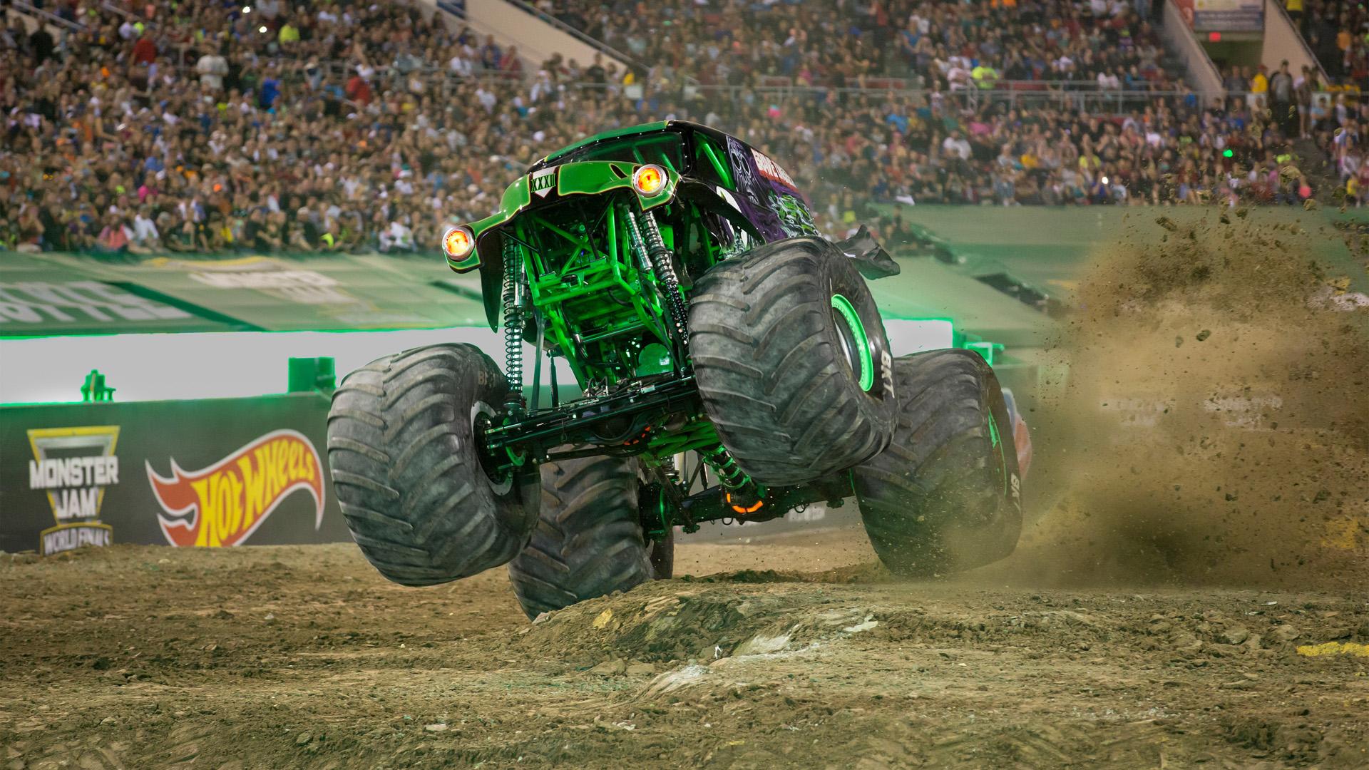 Los Monster Jam Trucks generan de 1.500 a 2.000 caballos de fuerza y son capaces de alcanzar velocidades de hasta 120 kilómetros.