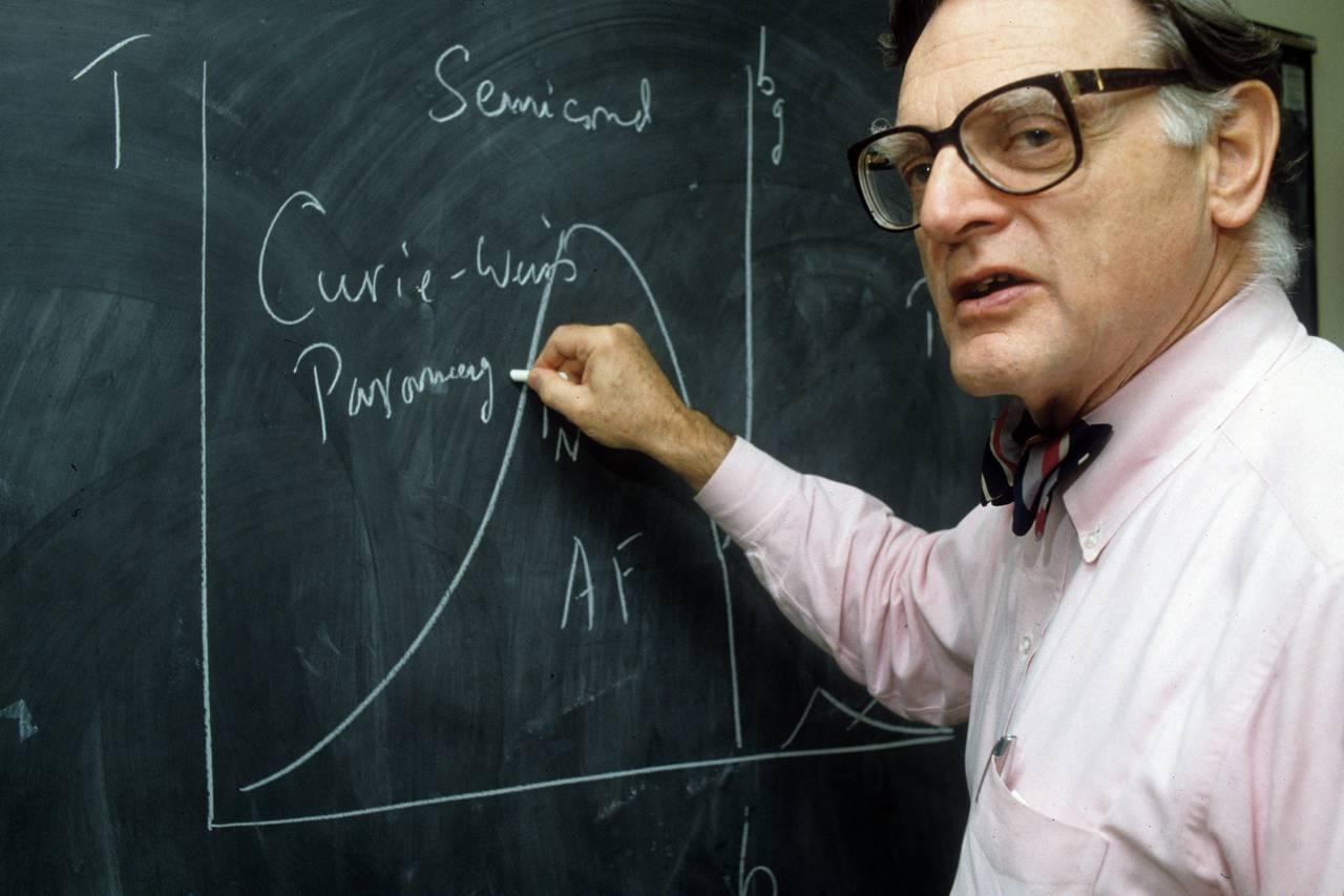 Goodenough cedió los derechos de su creación revolucionaria al Centro de Investigación de Energía Atómica del Reino Unido. (Escuela de Ingeniería Cockrell/Universidad de Texas)