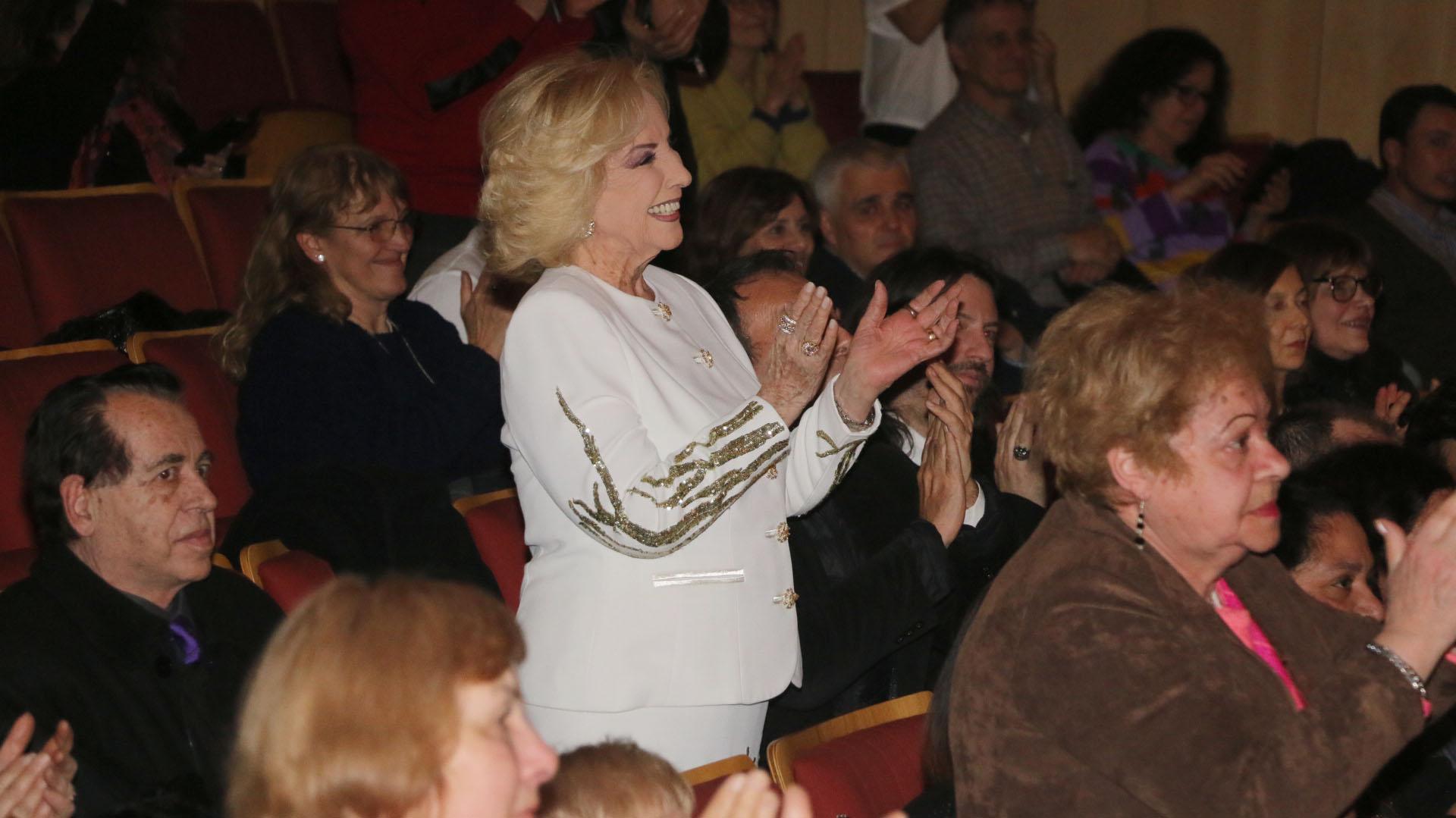 """Y allí, entre los espectadores, Mirtha Legrand, quien fuera """"Elenita"""" en la pantalla grande; luego, llegó a Hollywood con Rita Hayworth y Fred Astaire"""