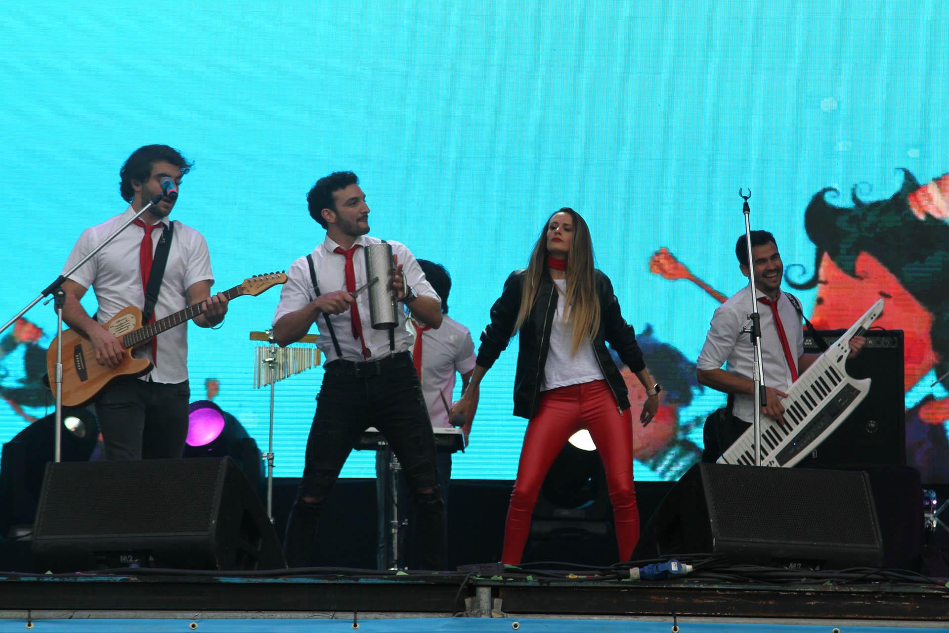 Melina Lezcano y su banda