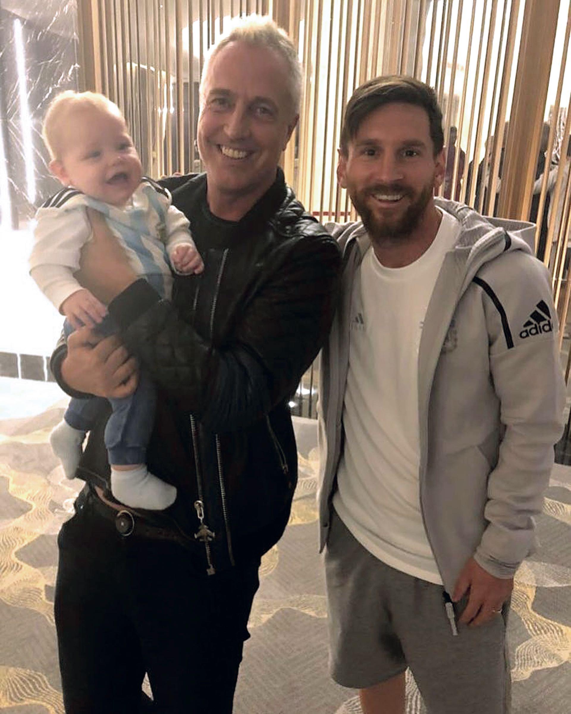 Marely y Mirko con Messi en Rusia