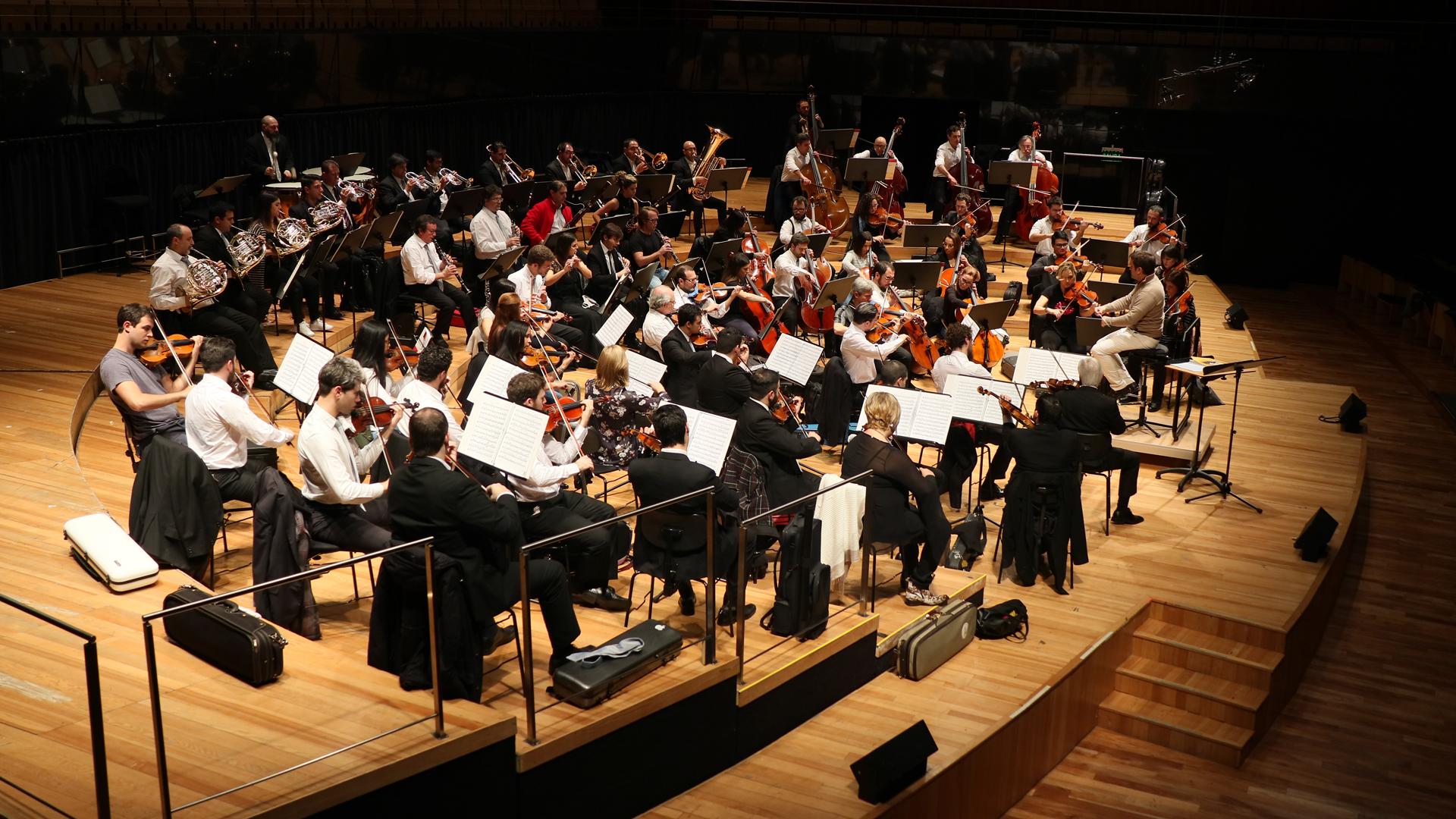 La Orquesta Sinfónica Nacional de Uruguay tocó a sala llena en el CCK bajo la dirección de su director musical y artístico Diego Naser