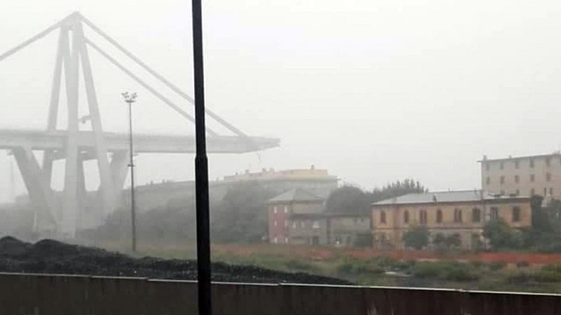 El puente conecta la ciudad con la zona costera del oeste