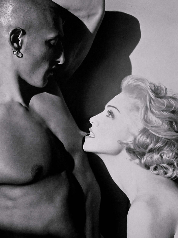 Sex, se llamó el libro fotografiado por el gran Steven Meisel. Participaron figuras com Vanilla Ice y Naomi Campbell