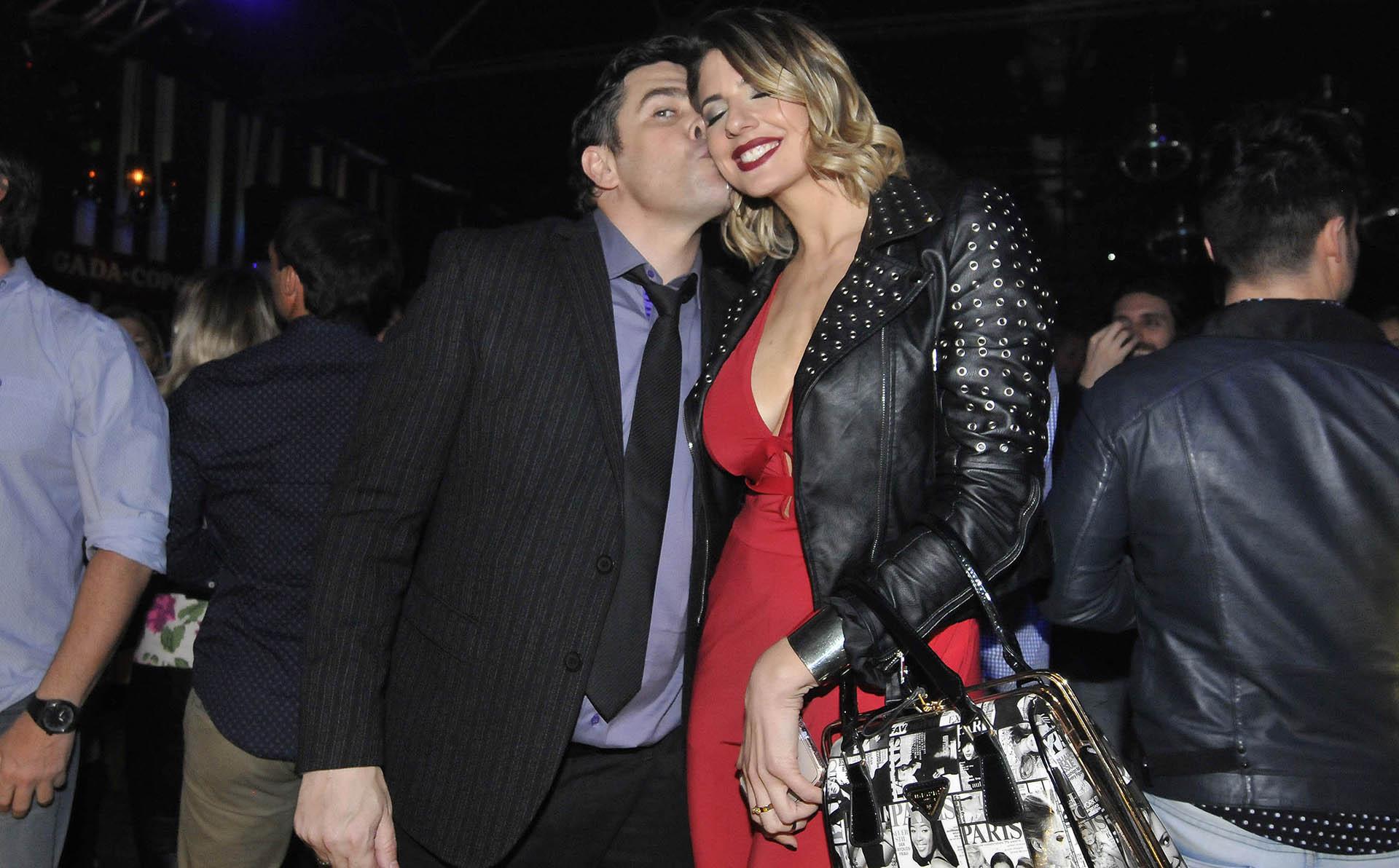 El beso cariñoso entre Matías y Tamara Bella