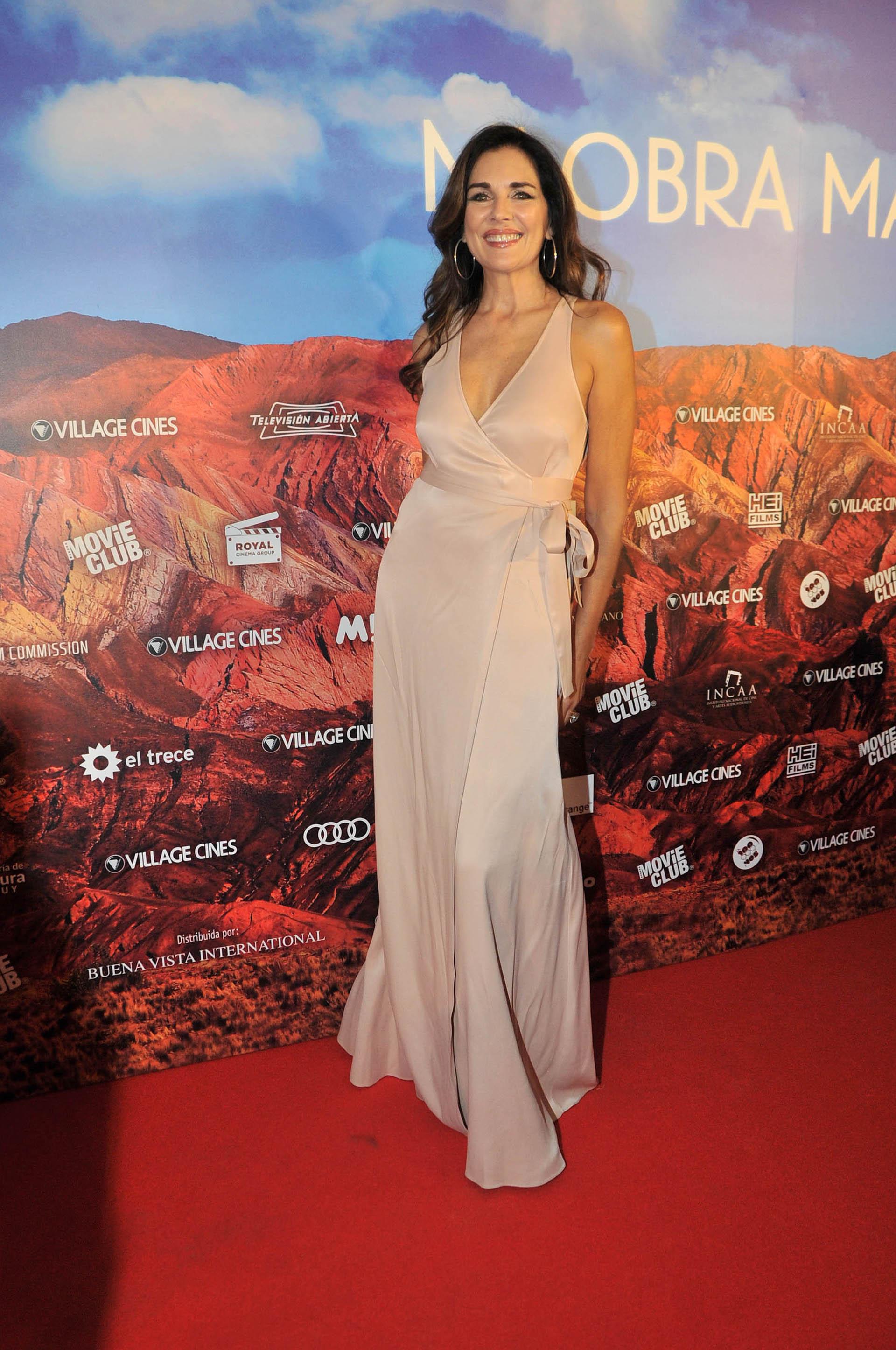 """Andrea Frigerio lució un vestido muy elegante y sensual en la presentación de la película """"Mi obra maestra"""" (Veronica Guerman/Teleshow)"""