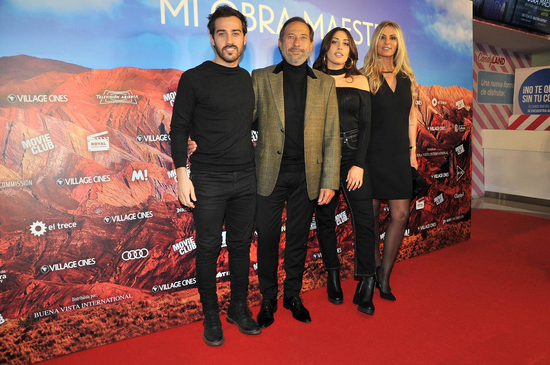 La familia Francella: Nicolás, Guillermo, Johanna y Marynés
