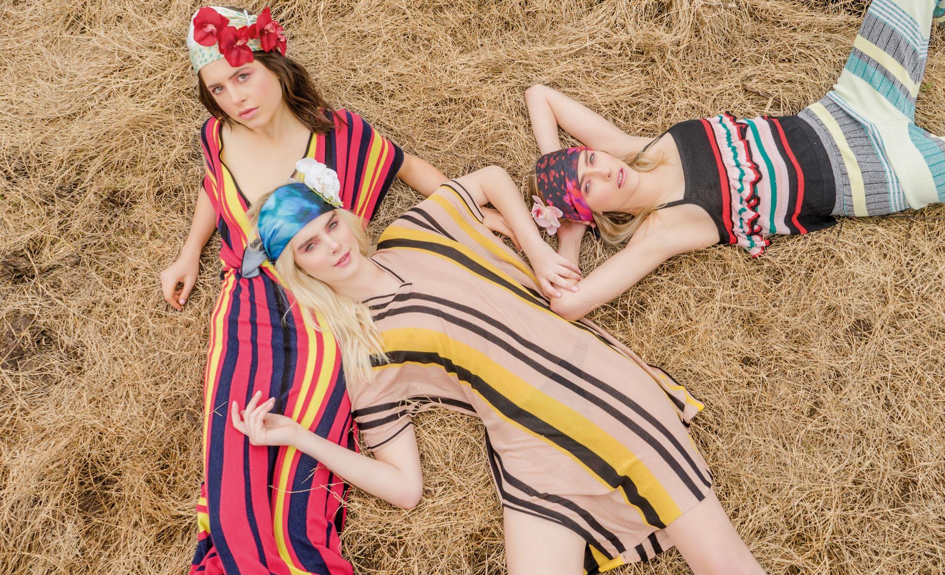 Gaby: vestido con corte en la cintura ($ 4.500, Benito). Marina: túnica con rayas($ 5.780, Mishka). Milena: top y pantalón de lúrex($ 2.900 y $ 3.200, Rapsodia)(Foto: Juan Jauregui/ Para Ti)