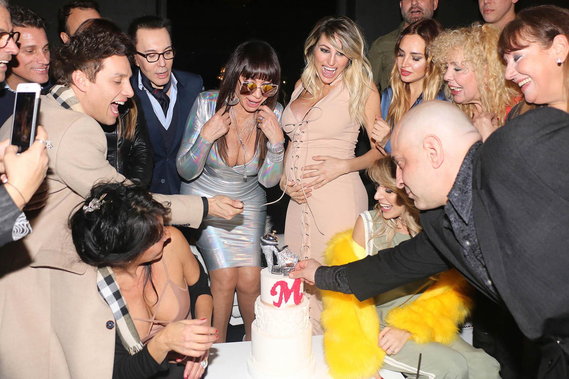 """Frente la torta, a Moria vuelven a entonarle el """"Que los cumplas feliz…"""""""