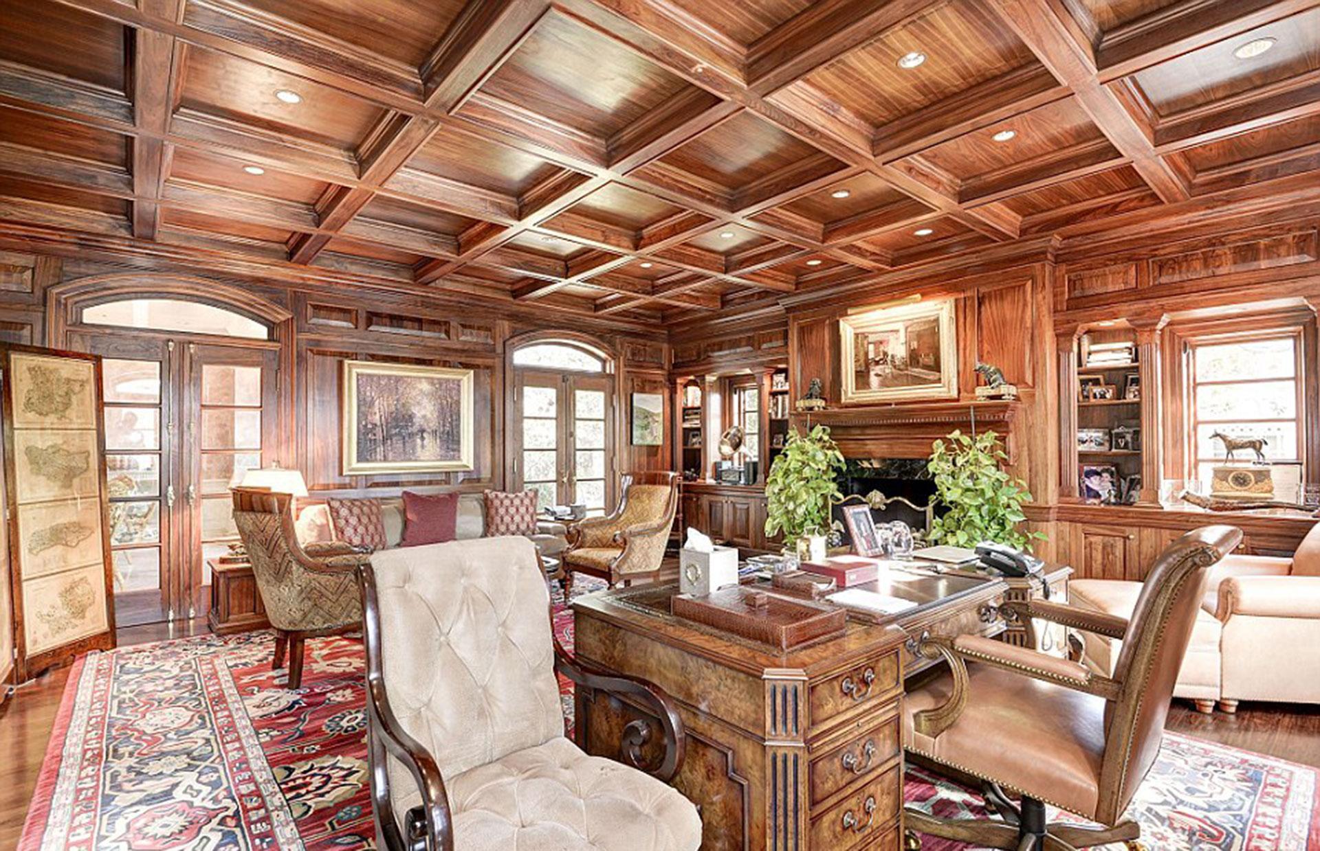 Habitaciones recubiertas con un símil madera que le da un toque rústico