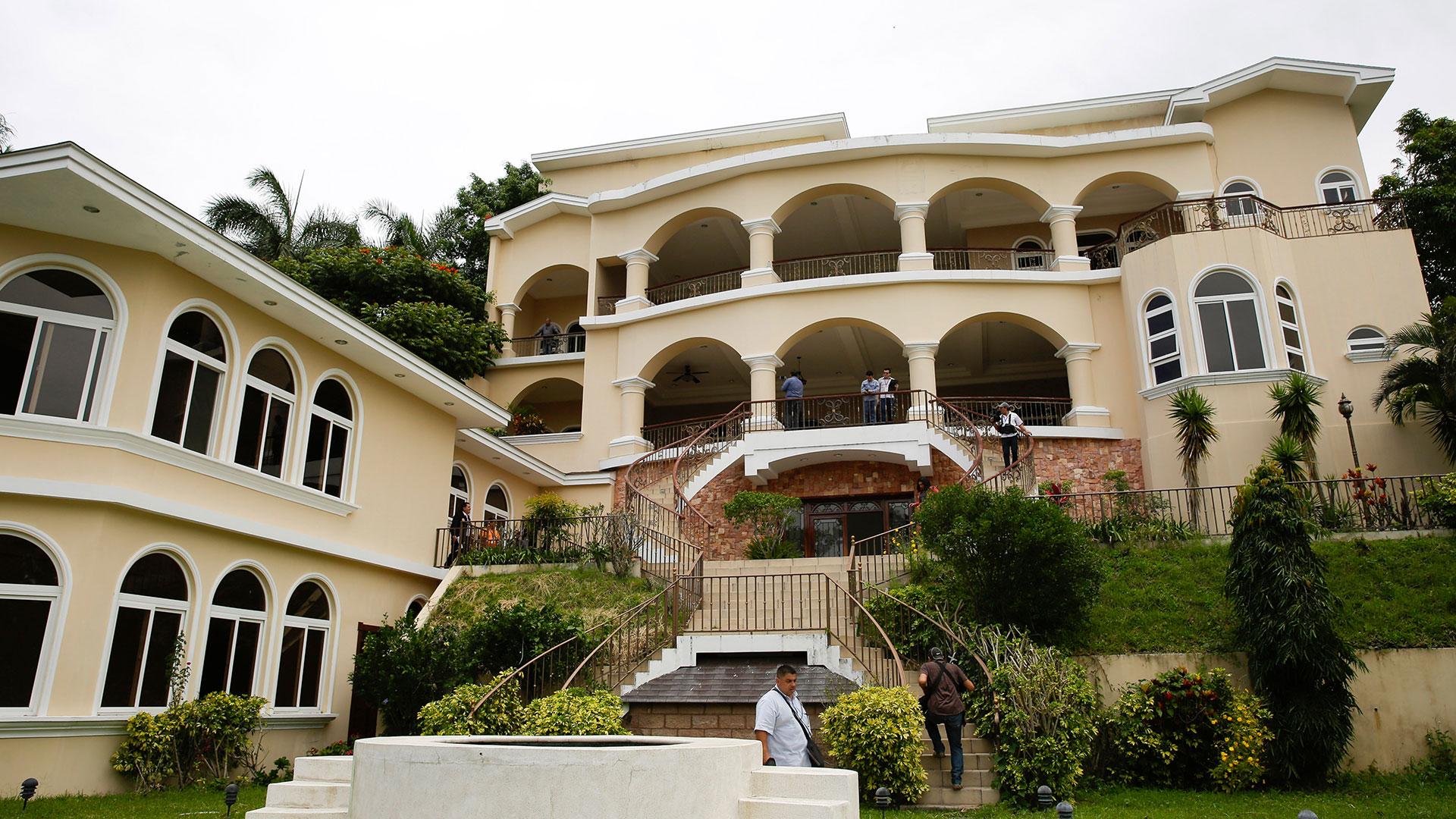 """La mansión que se construyó Saca en San Salvador, conocida como """"El palacio de la corrupción"""" (AFP)"""